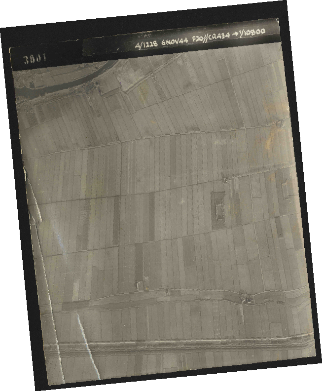 Collection RAF aerial photos 1940-1945 - flight 005, run 01, photo 3001