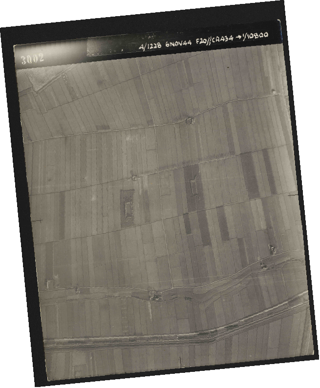 Collection RAF aerial photos 1940-1945 - flight 005, run 01, photo 3002
