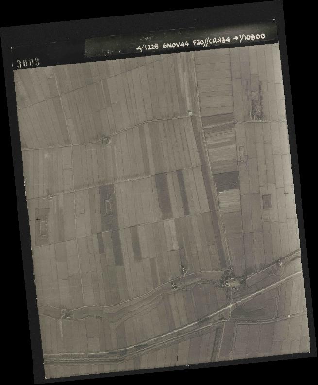 Collection RAF aerial photos 1940-1945 - flight 005, run 01, photo 3003
