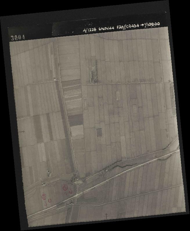 Collection RAF aerial photos 1940-1945 - flight 005, run 01, photo 3004