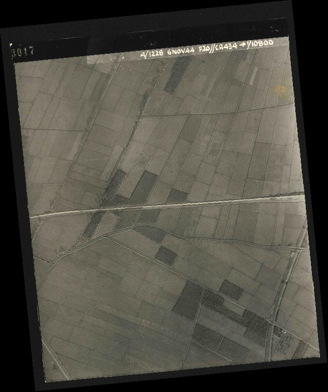 Collection RAF aerial photos 1940-1945 - flight 005, run 01, photo 3017