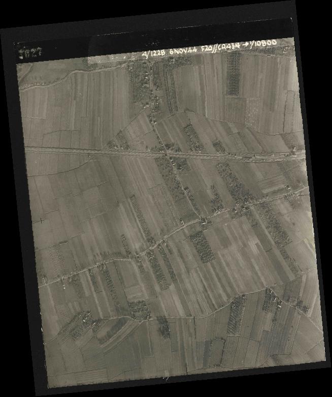 Collection RAF aerial photos 1940-1945 - flight 005, run 01, photo 3027