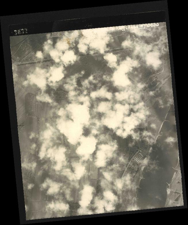 Collection RAF aerial photos 1940-1945 - flight 005, run 01, photo 3032