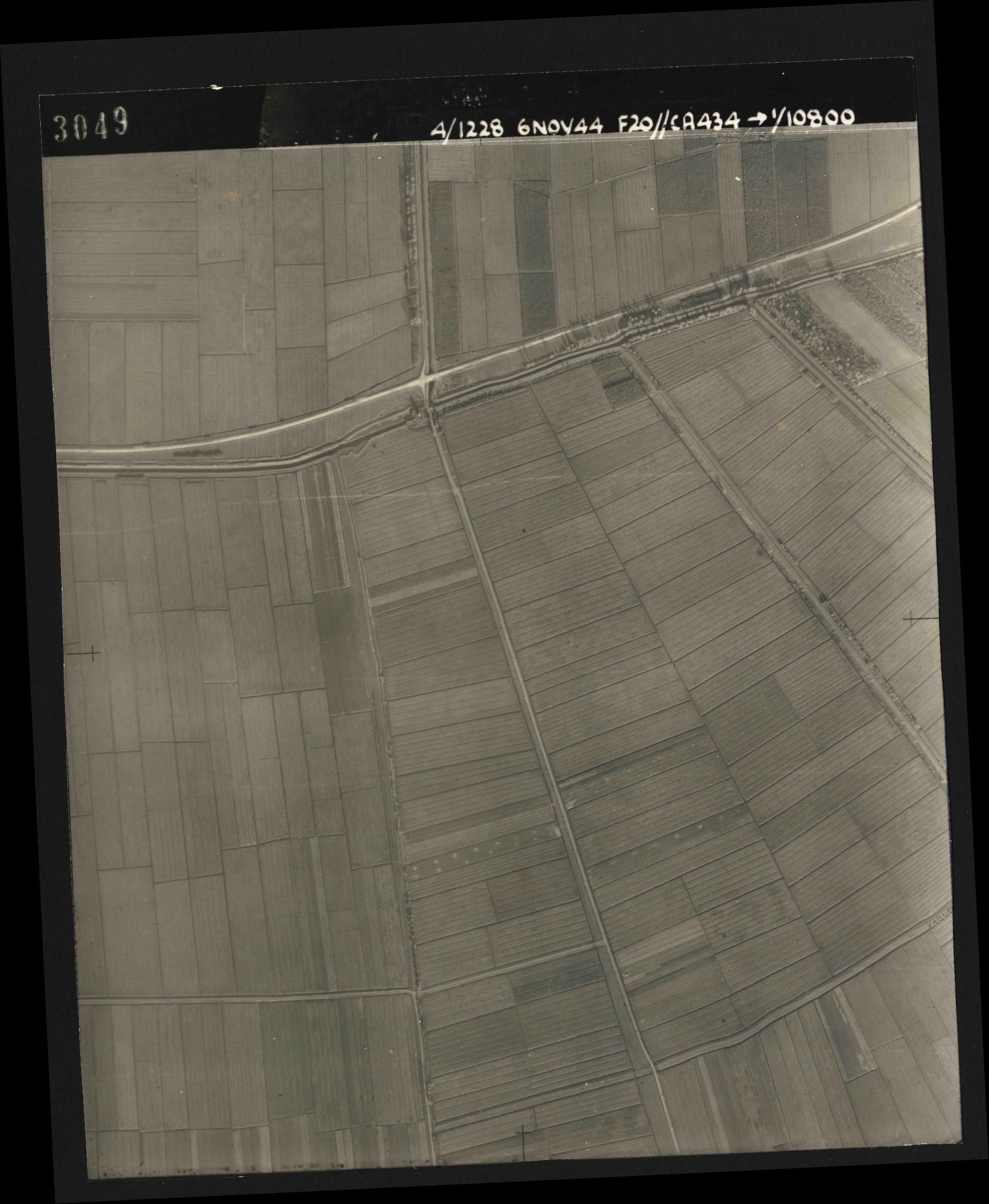 Collection RAF aerial photos 1940-1945 - flight 005, run 02, photo 3049
