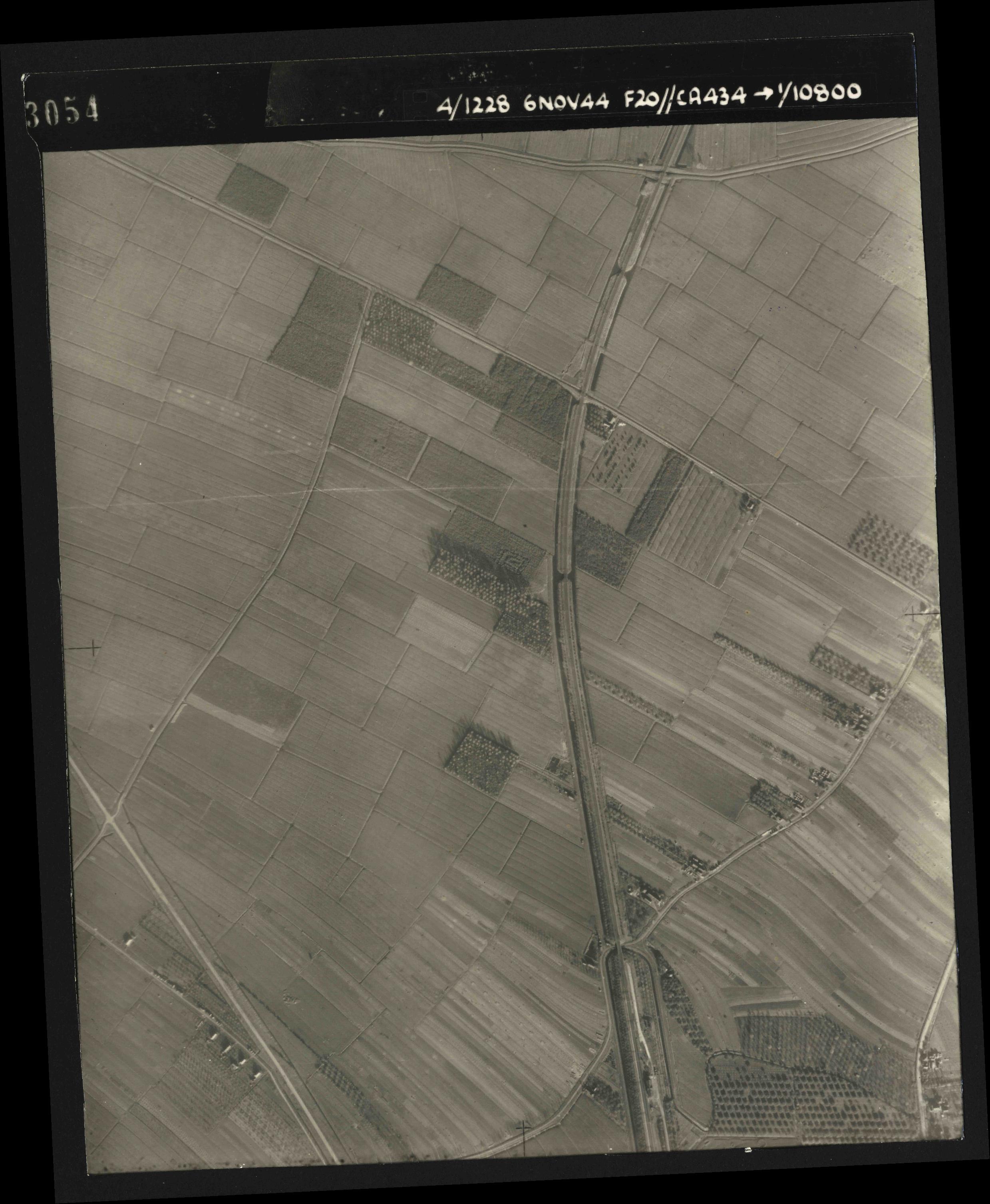 Collection RAF aerial photos 1940-1945 - flight 005, run 02, photo 3054