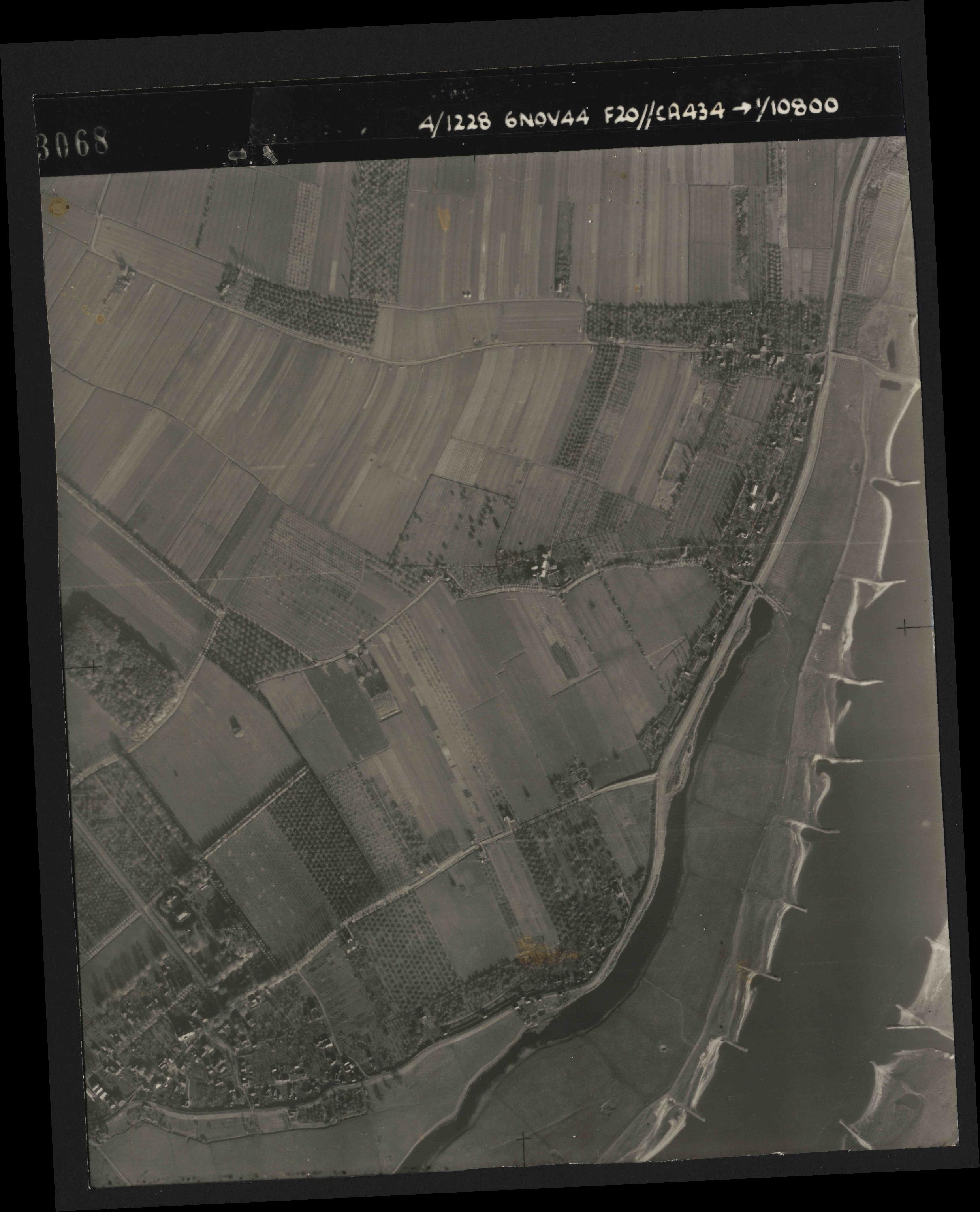 Collection RAF aerial photos 1940-1945 - flight 005, run 02, photo 3068