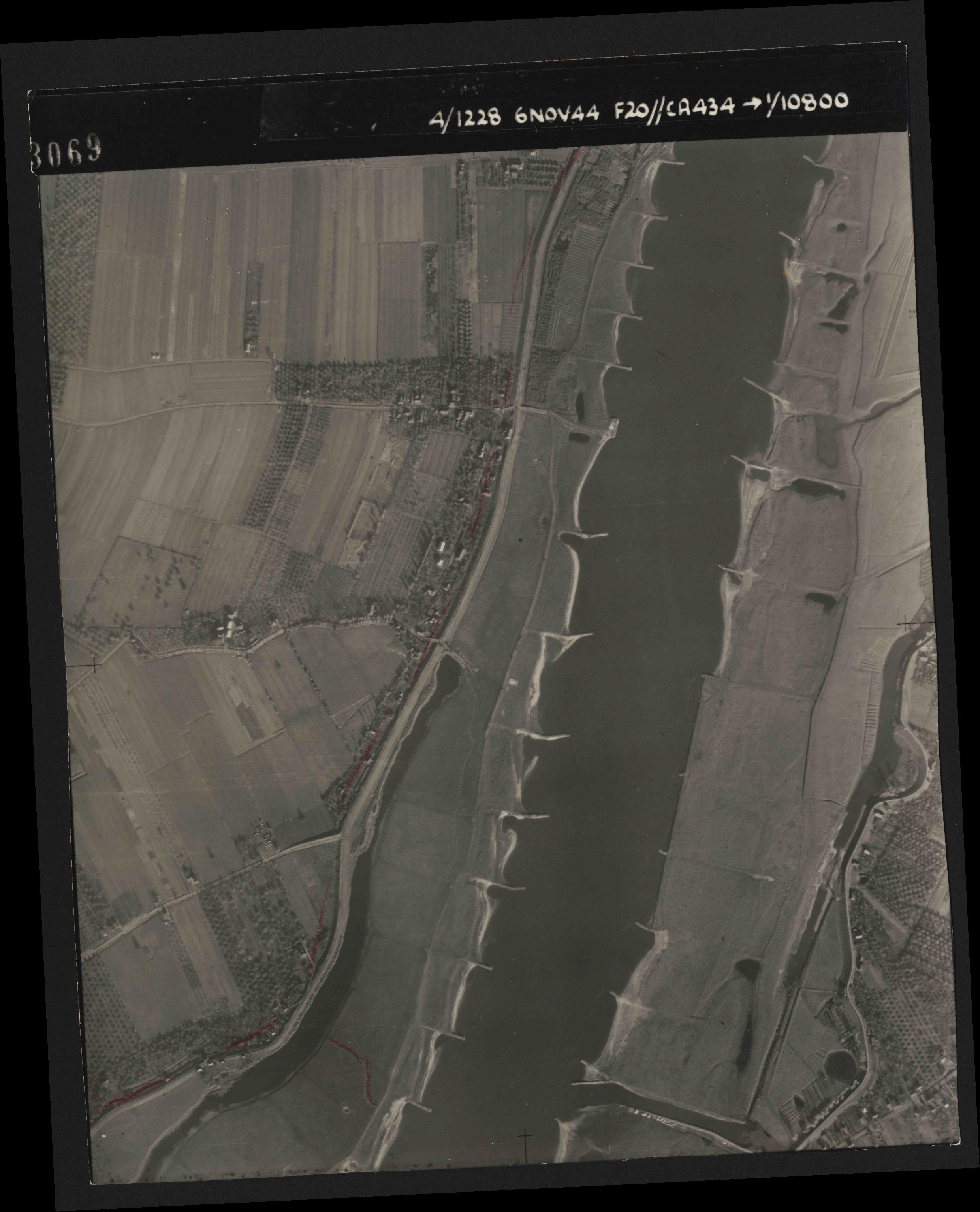 Collection RAF aerial photos 1940-1945 - flight 005, run 02, photo 3069