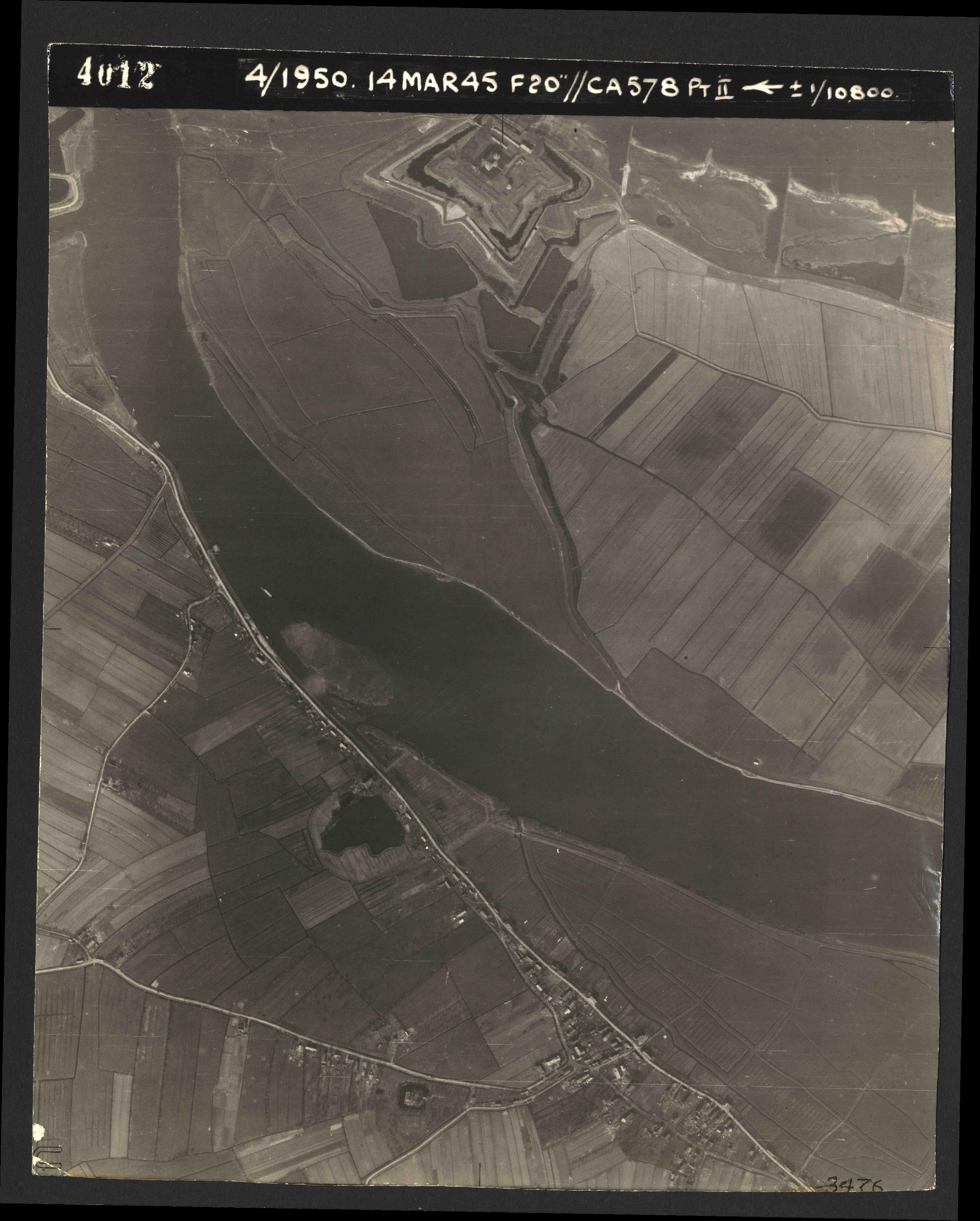 Collection RAF aerial photos 1940-1945 - flight 010, run 01, photo 4012
