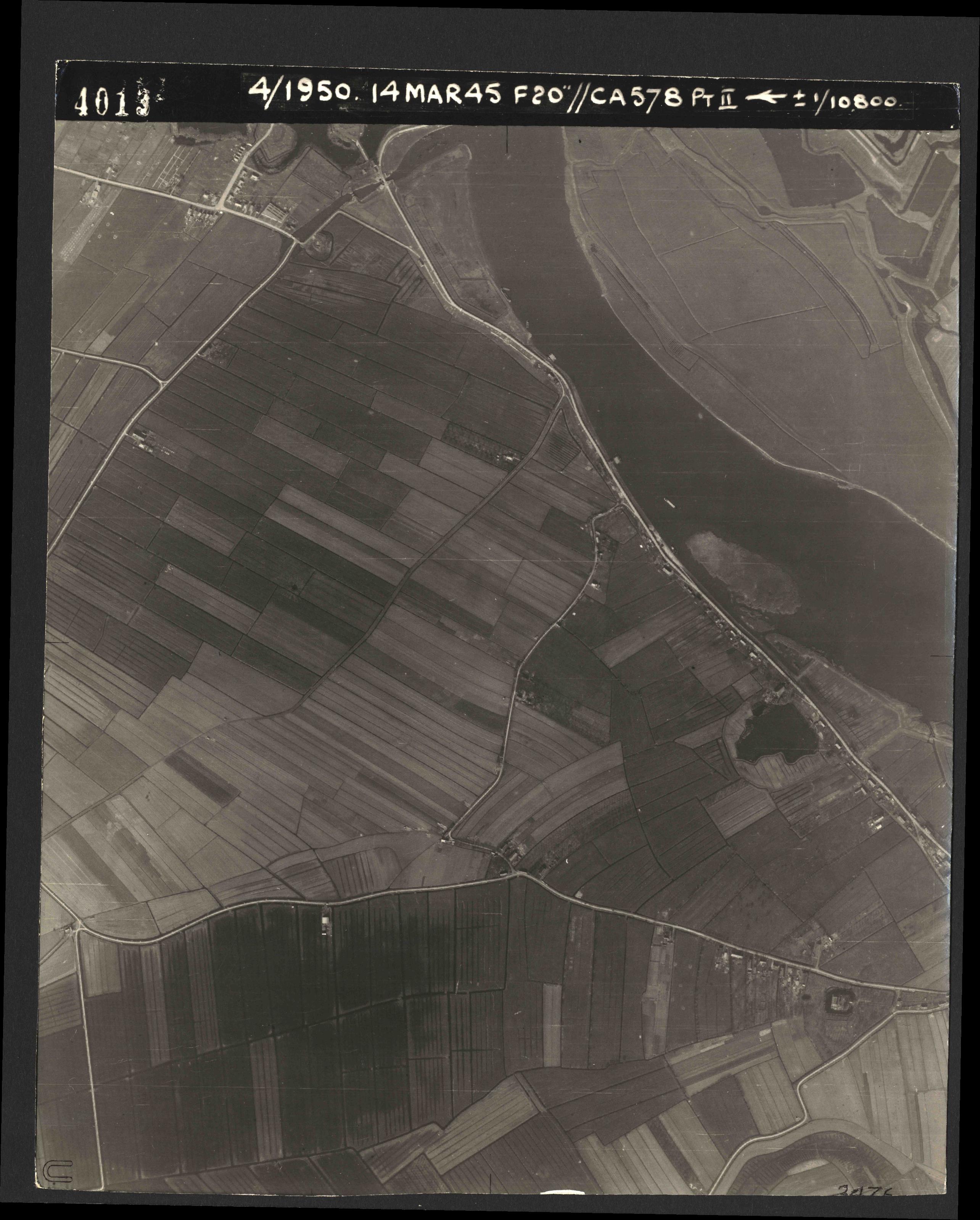 Collection RAF aerial photos 1940-1945 - flight 010, run 01, photo 4013