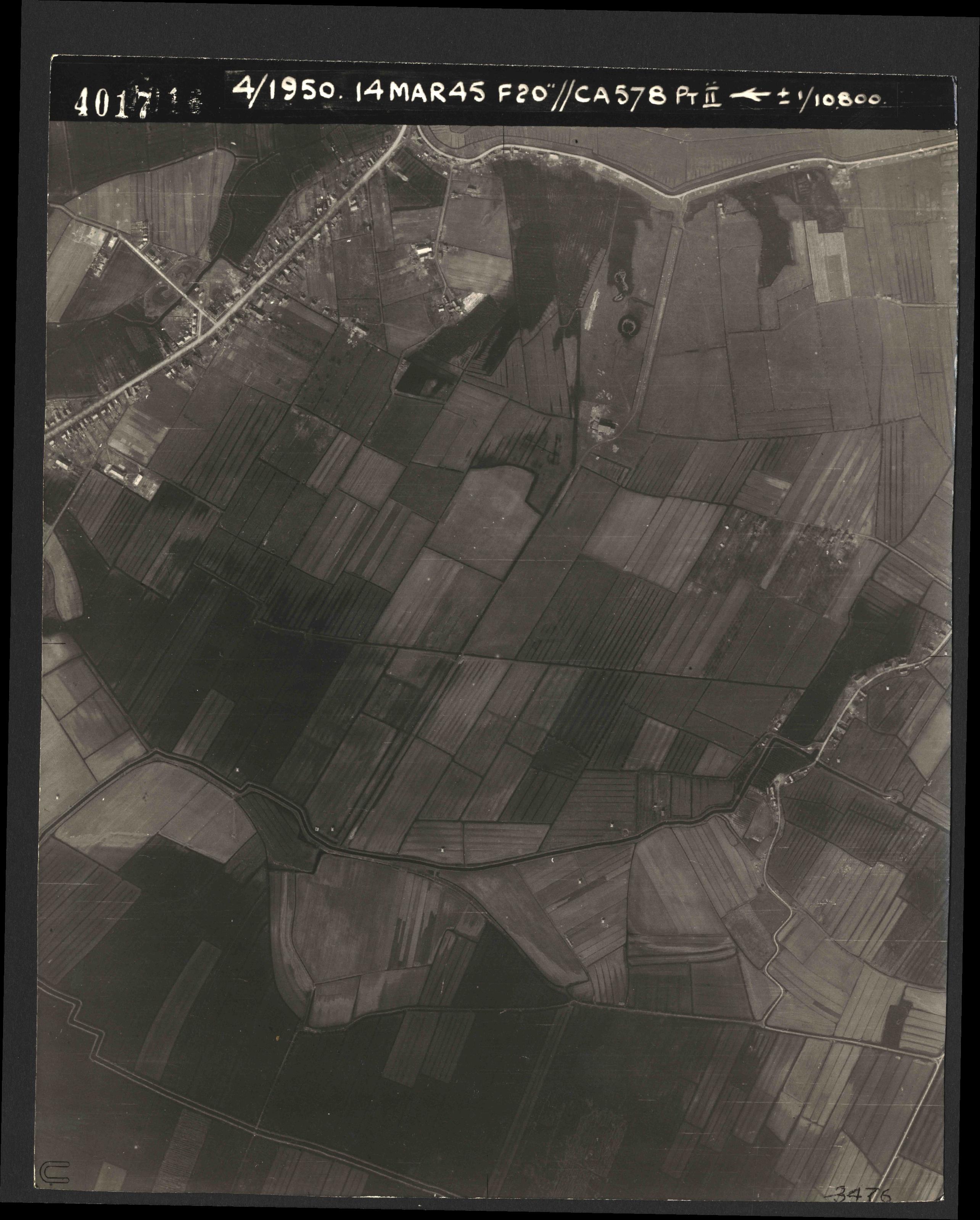 Collection RAF aerial photos 1940-1945 - flight 010, run 01, photo 4017