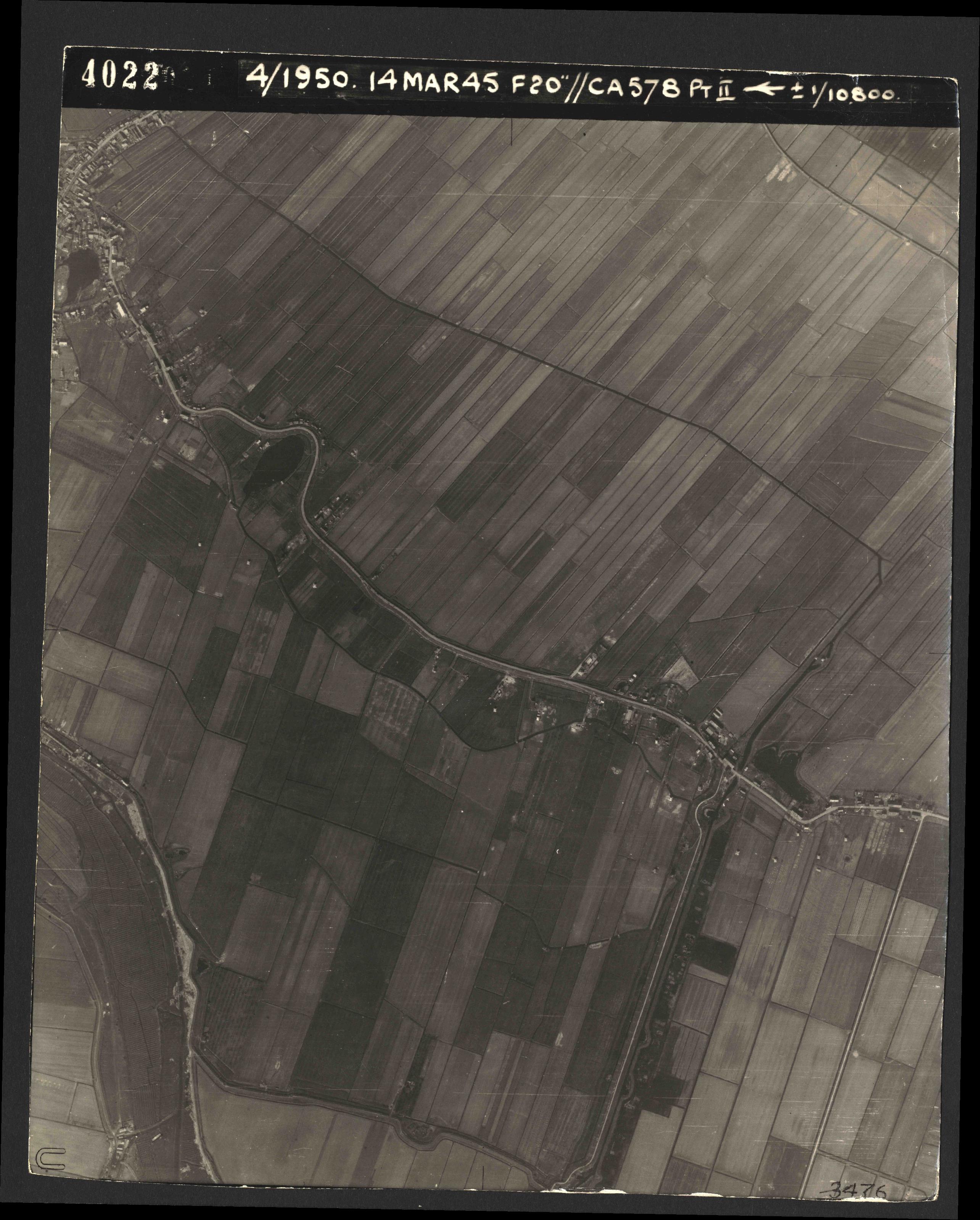 Collection RAF aerial photos 1940-1945 - flight 010, run 01, photo 4022