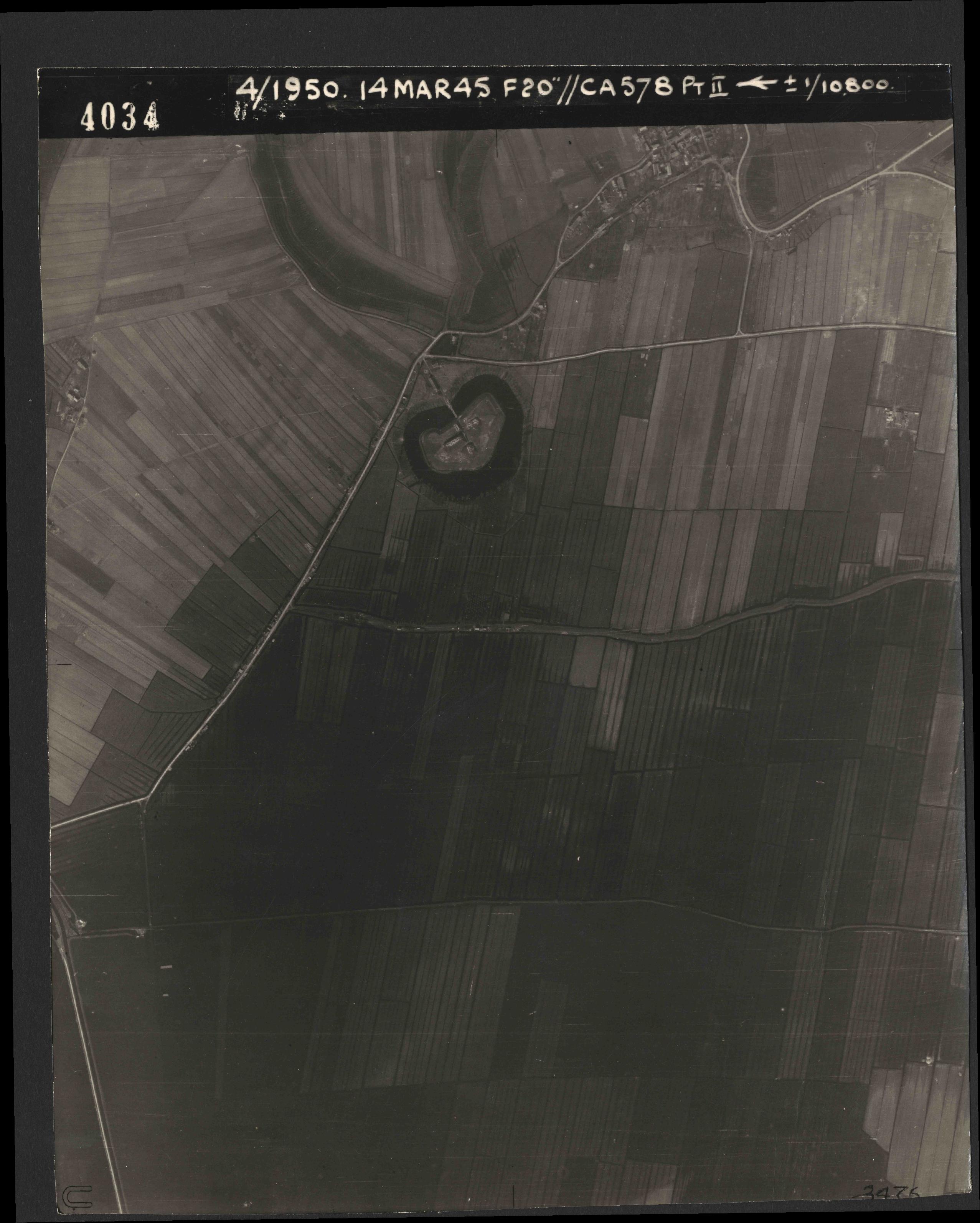 Collection RAF aerial photos 1940-1945 - flight 010, run 02, photo 4033