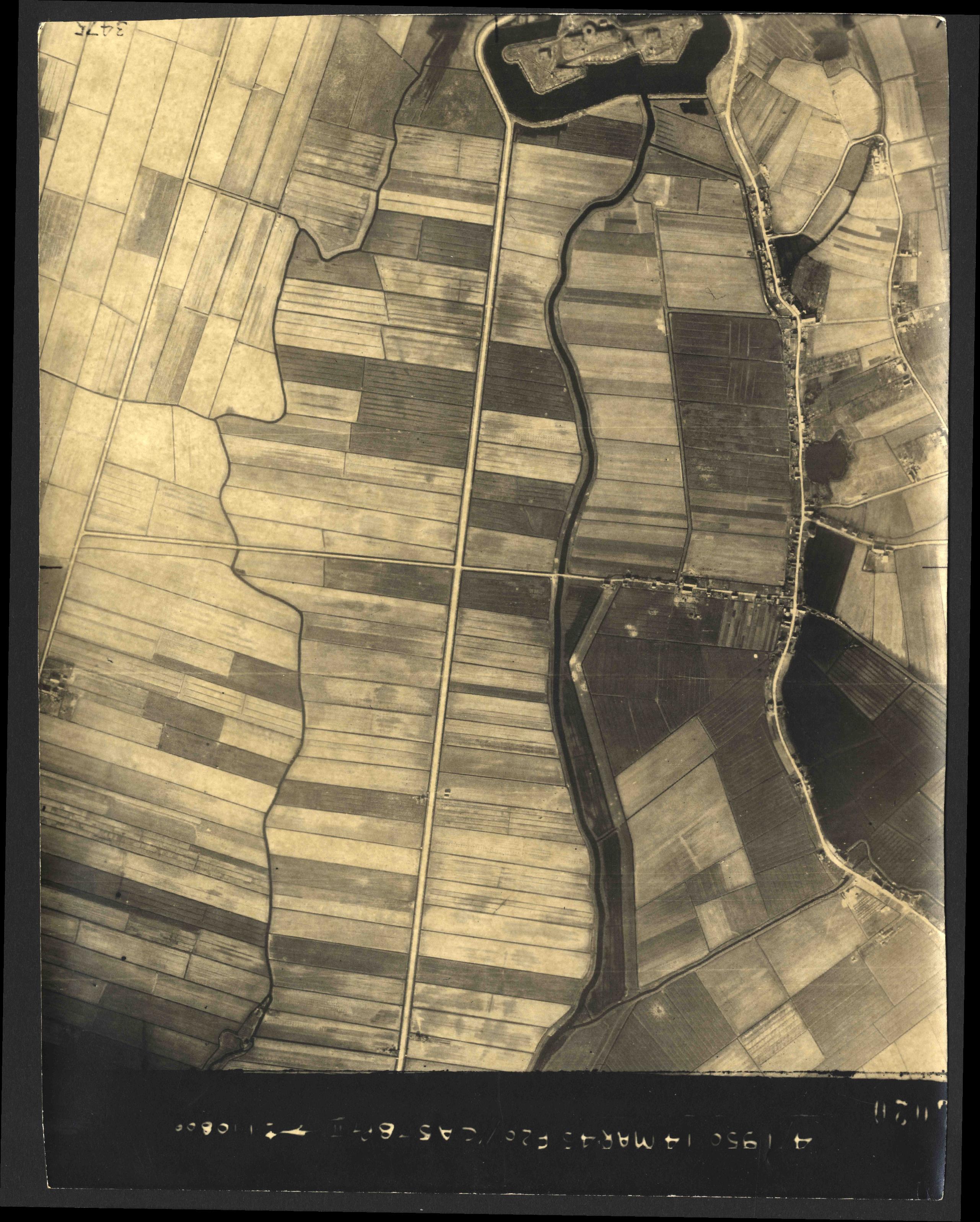 Collection RAF aerial photos 1940-1945 - flight 010, run 03, photo 3020