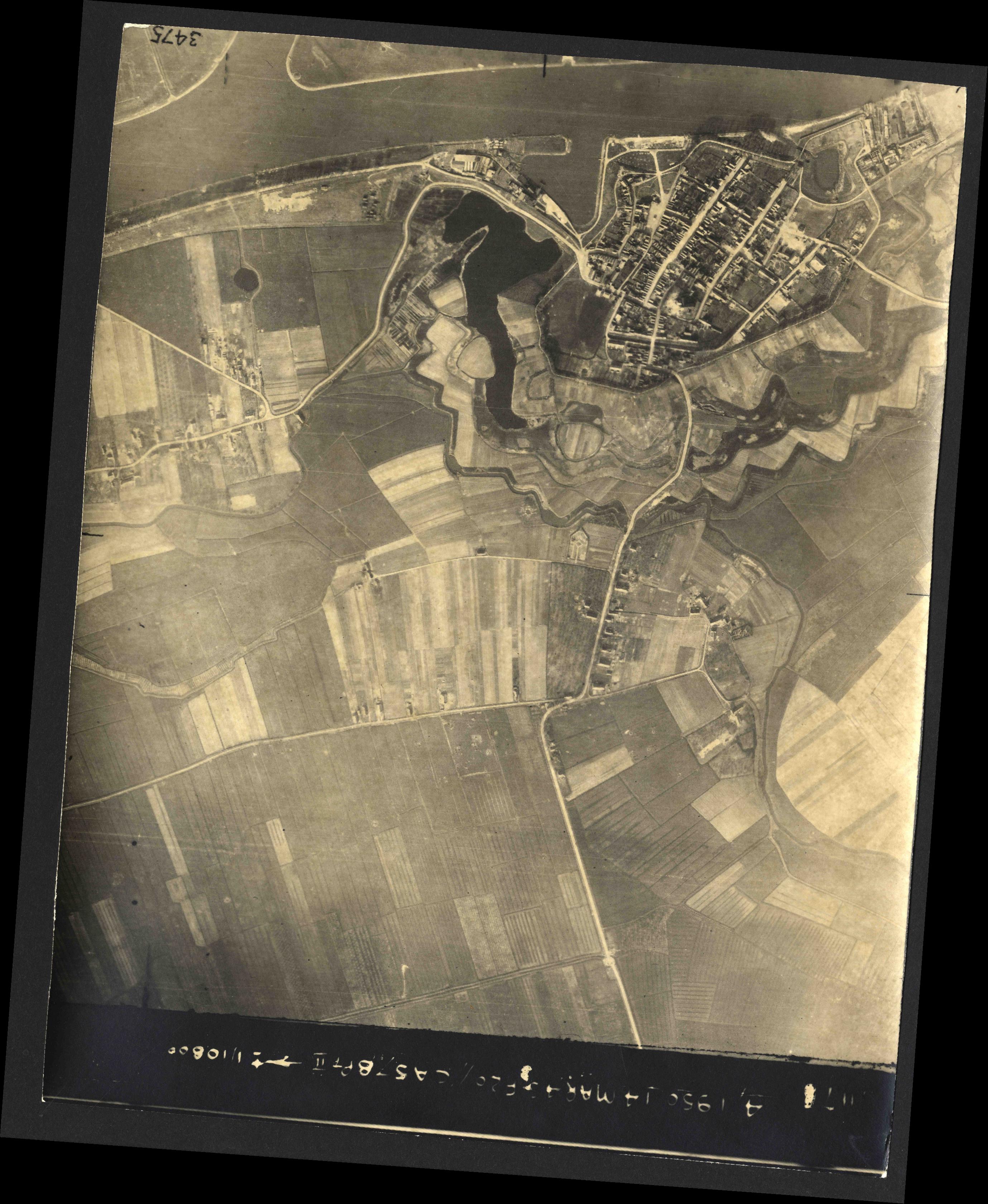 Collection RAF aerial photos 1940-1945 - flight 010, run 07, photo 3076