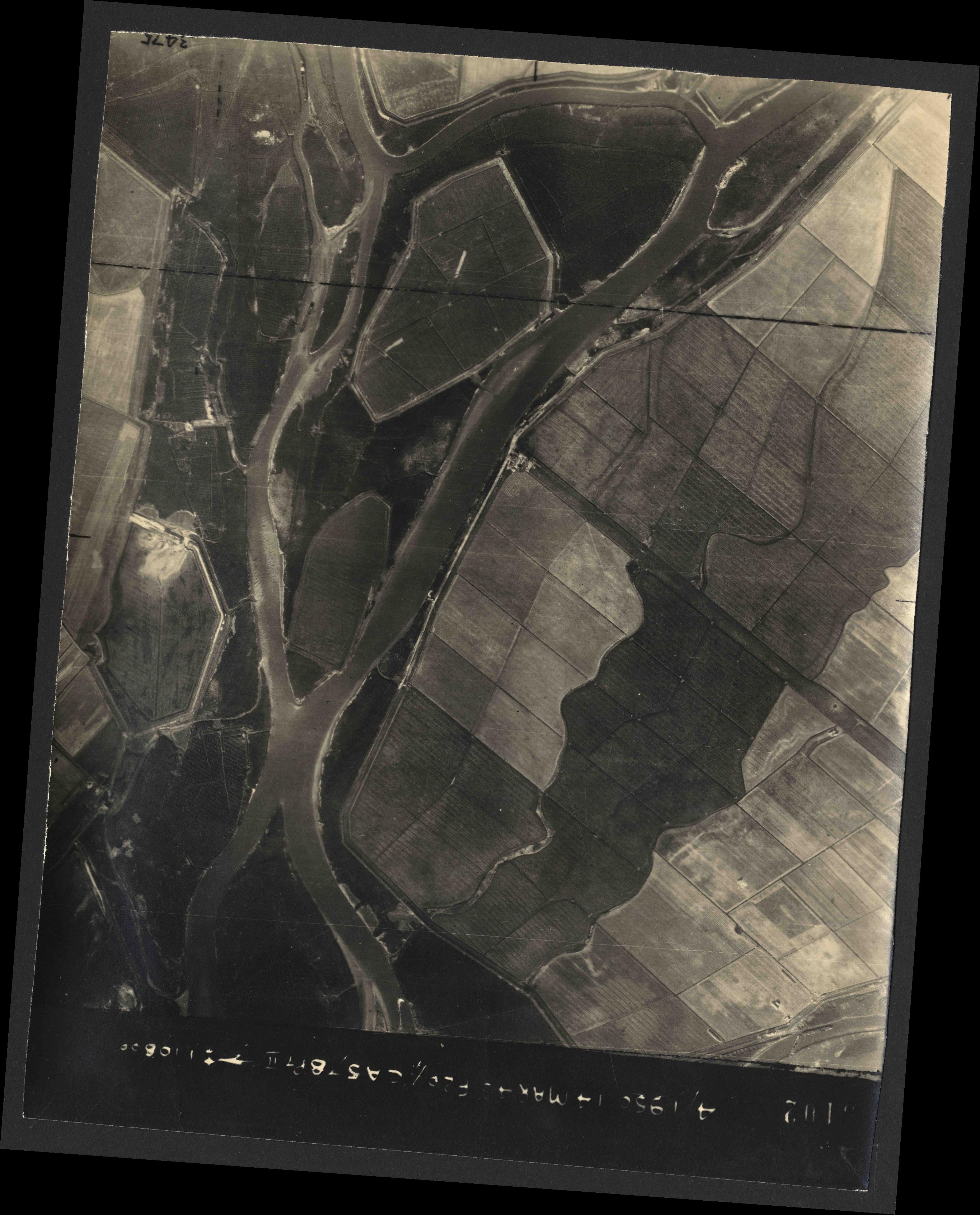 Collection RAF aerial photos 1940-1945 - flight 010, run 07, photo 3102
