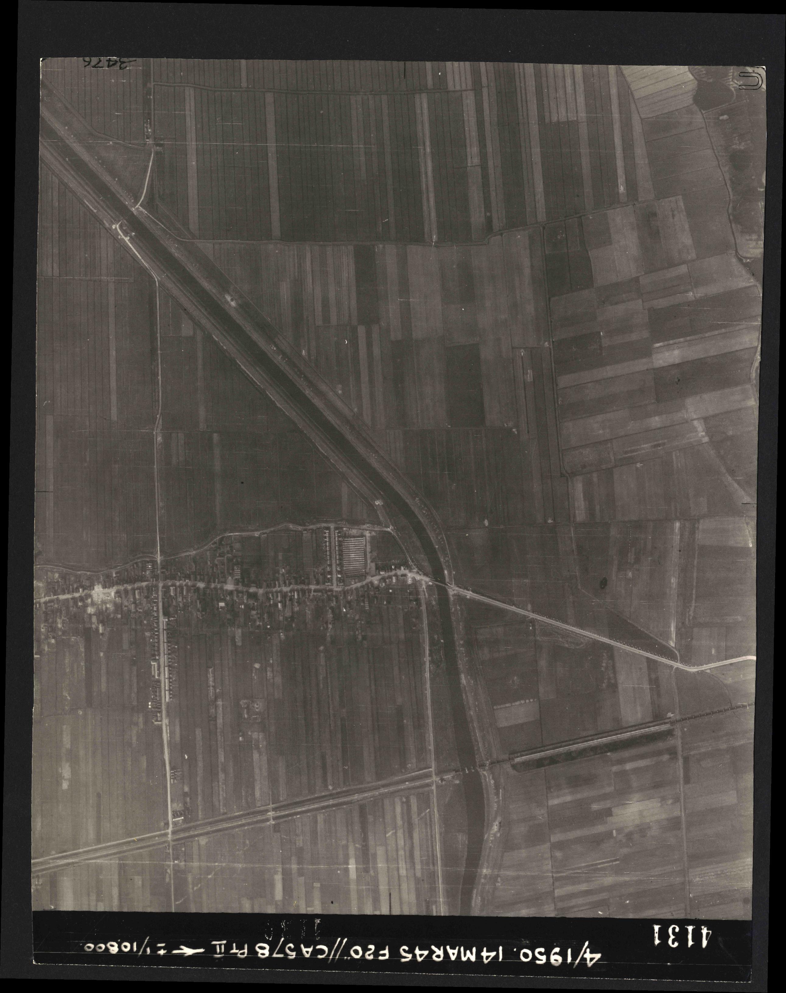 Collection RAF aerial photos 1940-1945 - flight 010, run 10, photo 4131