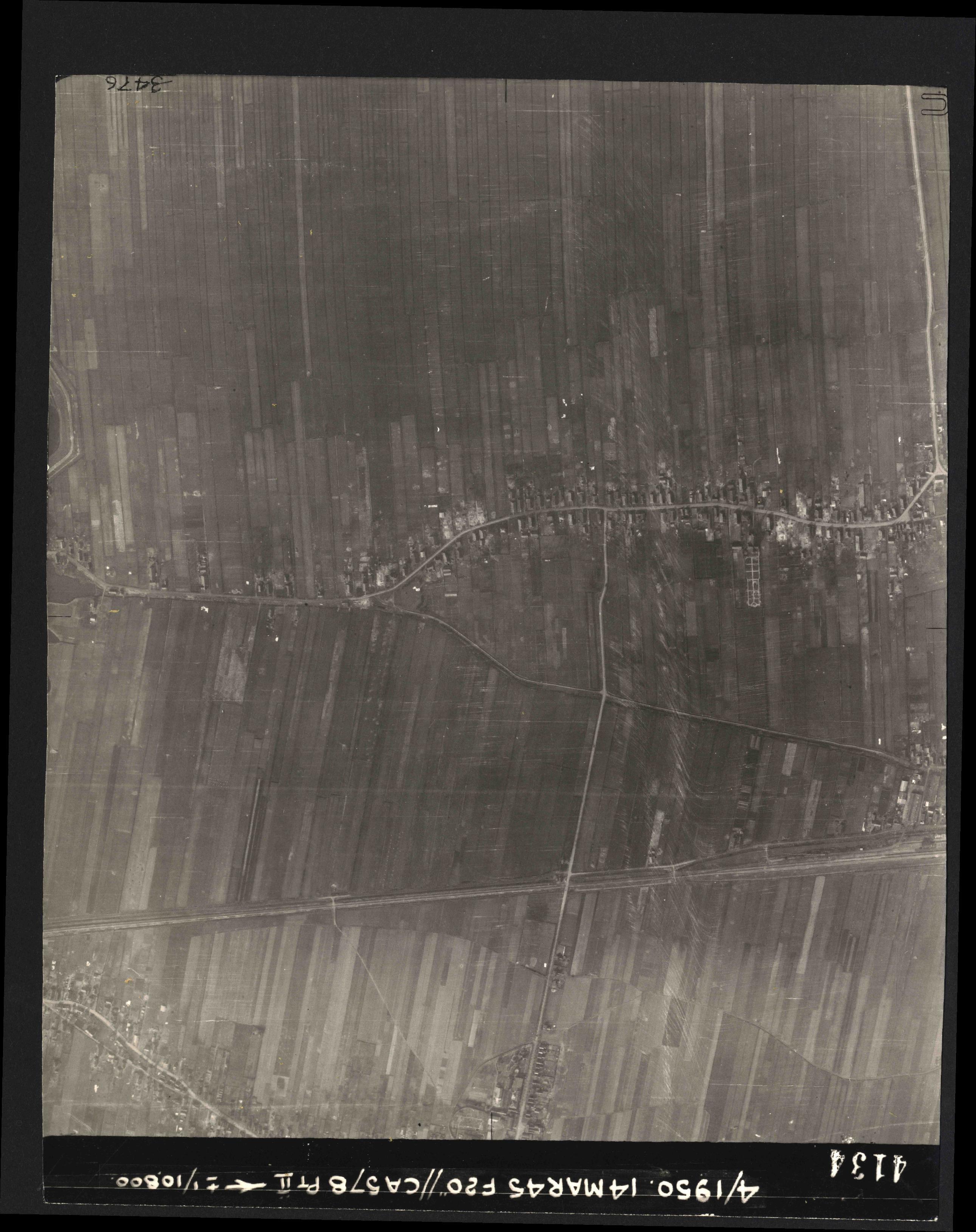 Collection RAF aerial photos 1940-1945 - flight 010, run 10, photo 4134