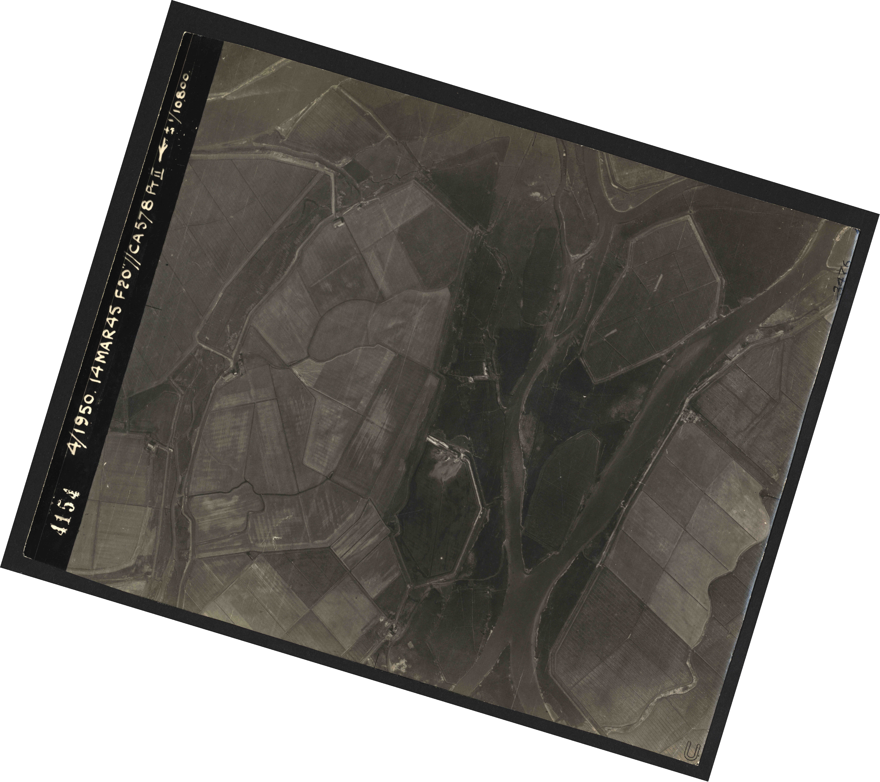 Collection RAF aerial photos 1940-1945 - flight 010, run 11, photo 4154