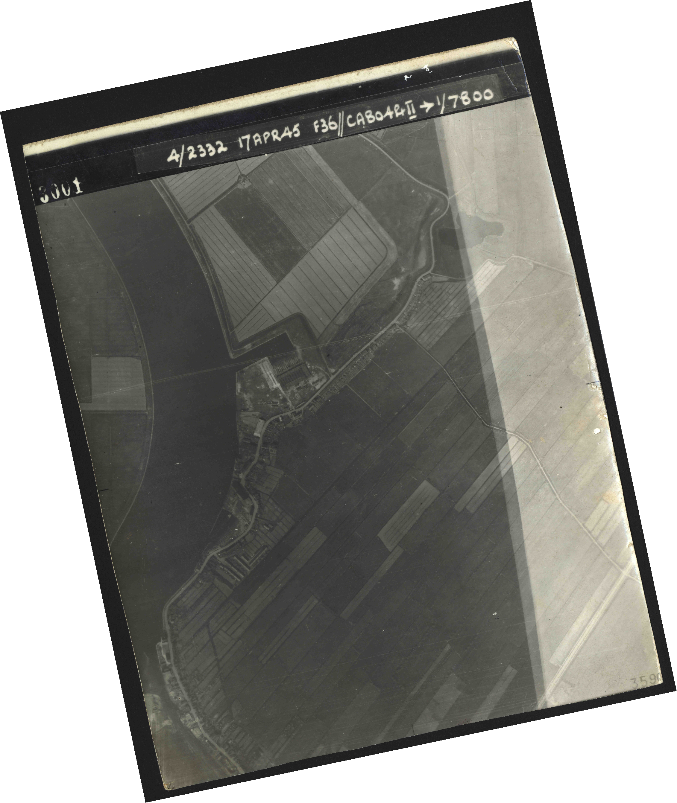 Collection RAF aerial photos 1940-1945 - flight 011, run 01, photo 3001