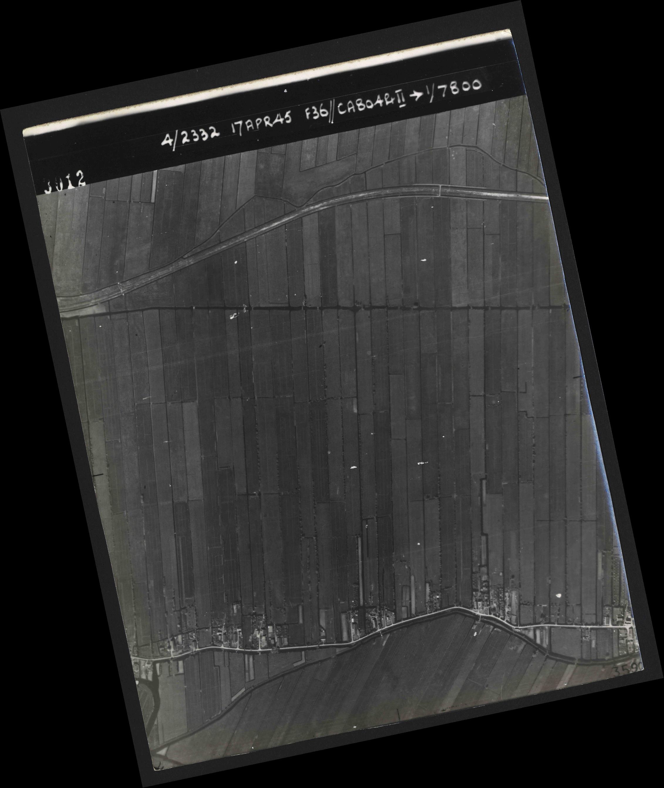 Collection RAF aerial photos 1940-1945 - flight 011, run 01, photo 3012