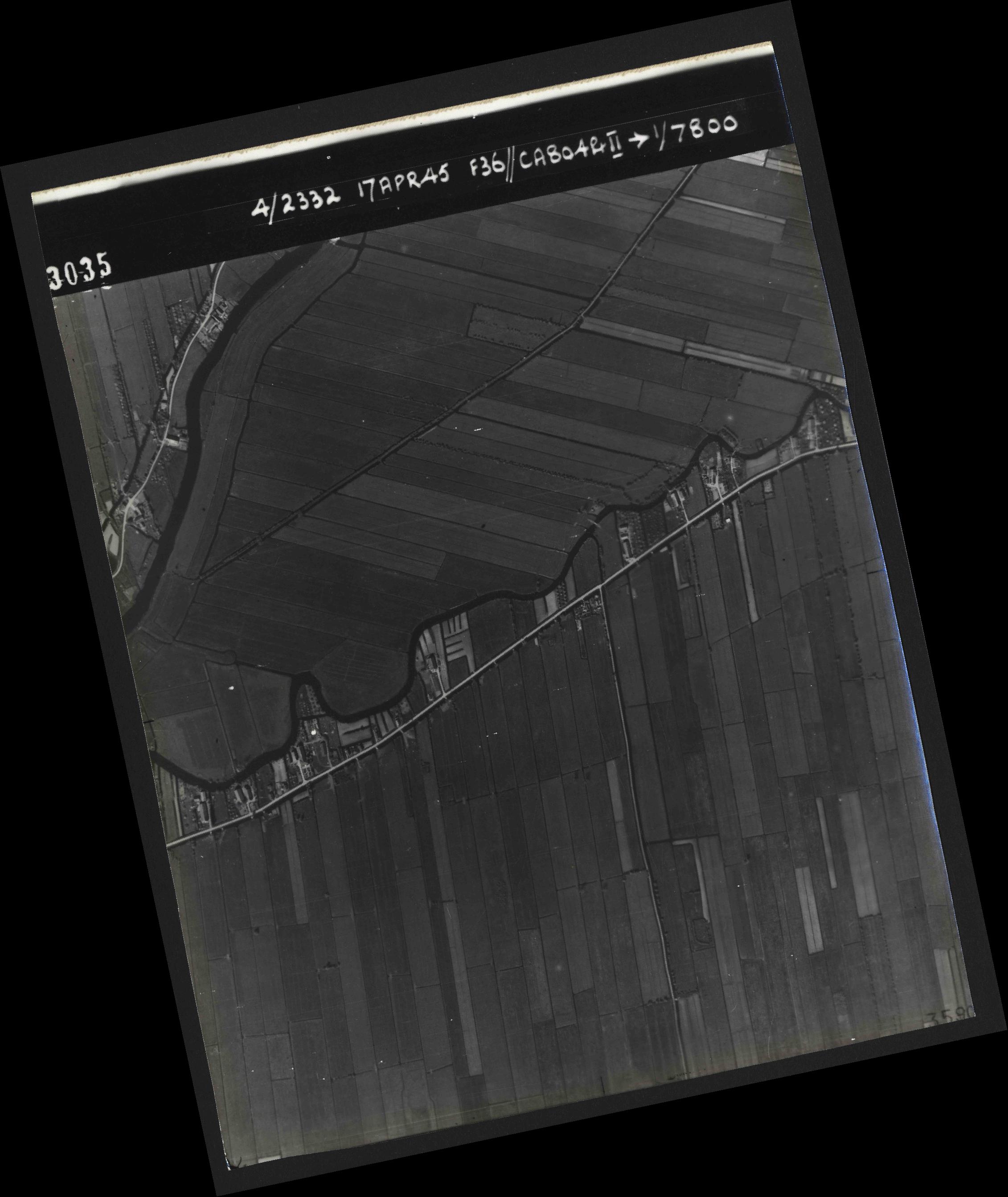 Collection RAF aerial photos 1940-1945 - flight 011, run 01, photo 3035