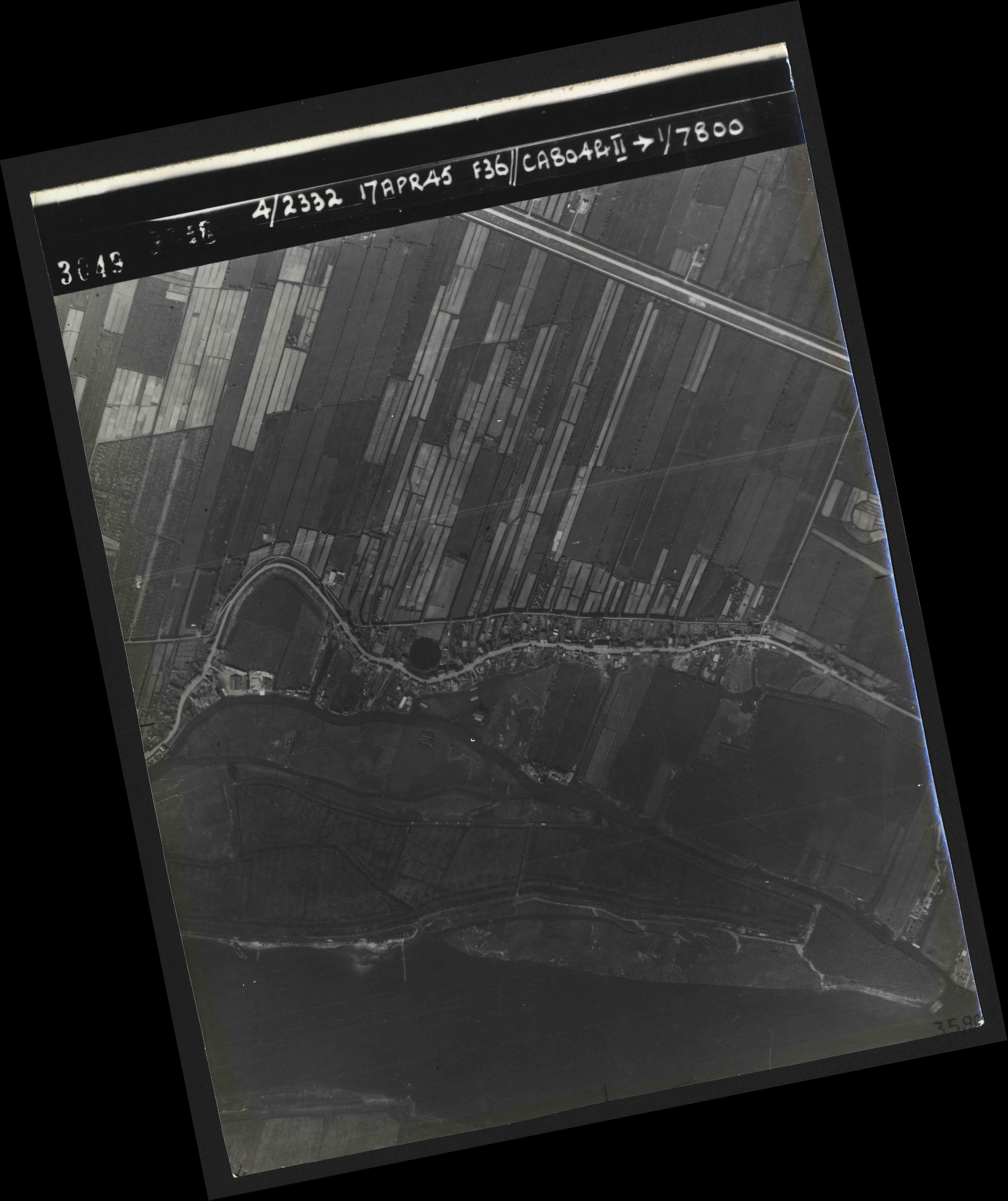 Collection RAF aerial photos 1940-1945 - flight 011, run 02, photo 3049