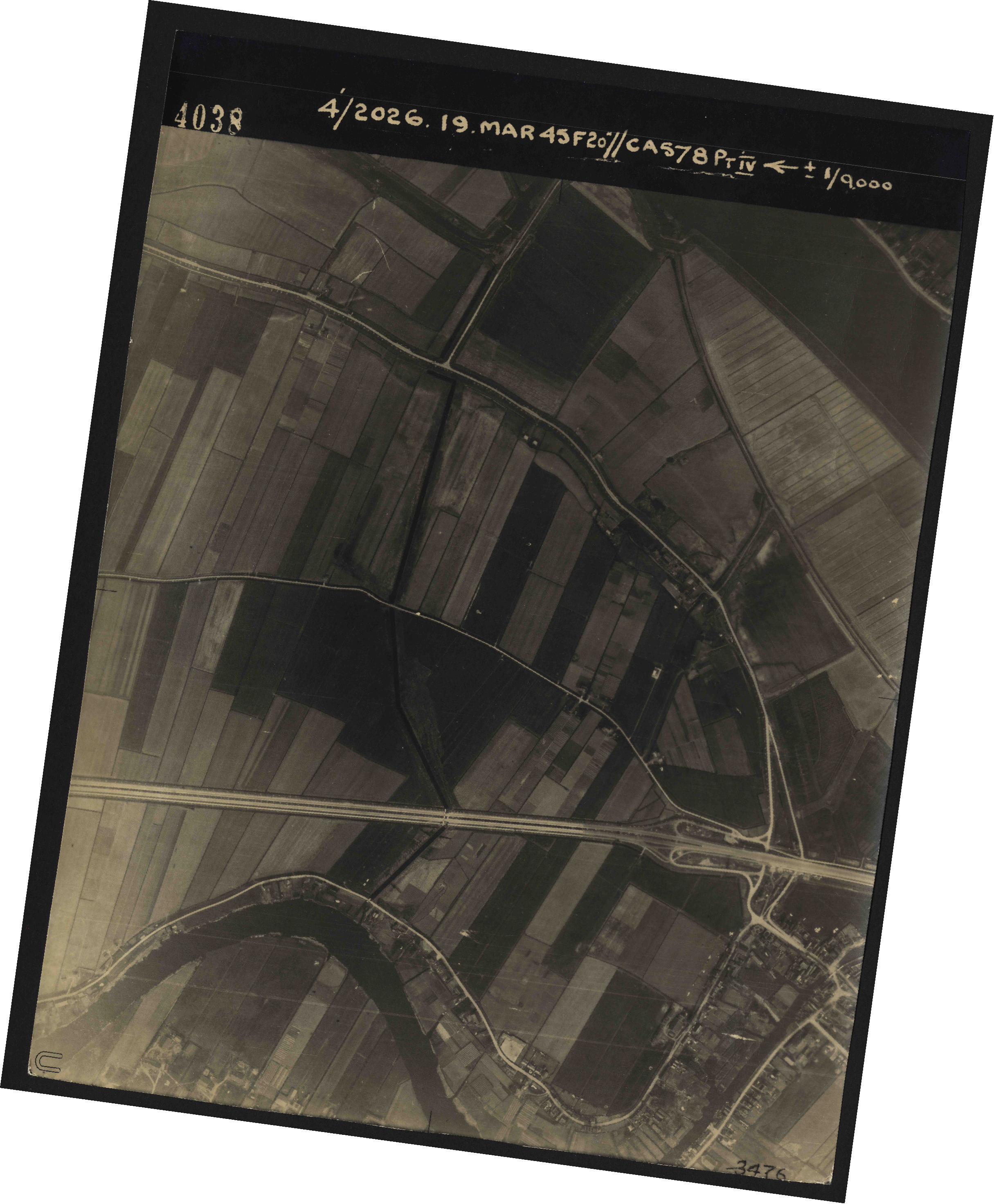 Collection RAF aerial photos 1940-1945 - flight 012, run 02, photo 4038