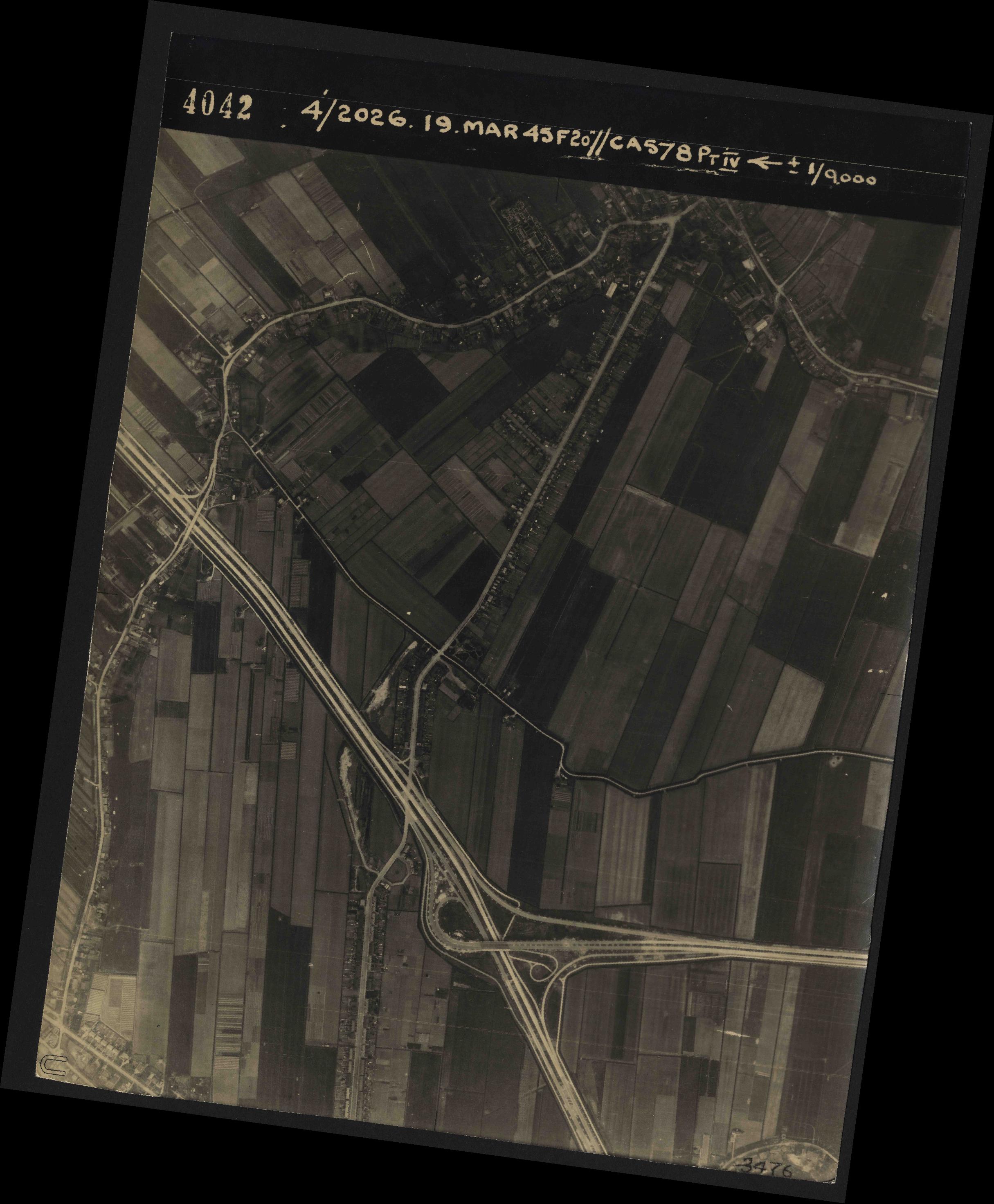 Collection RAF aerial photos 1940-1945 - flight 012, run 02, photo 4042
