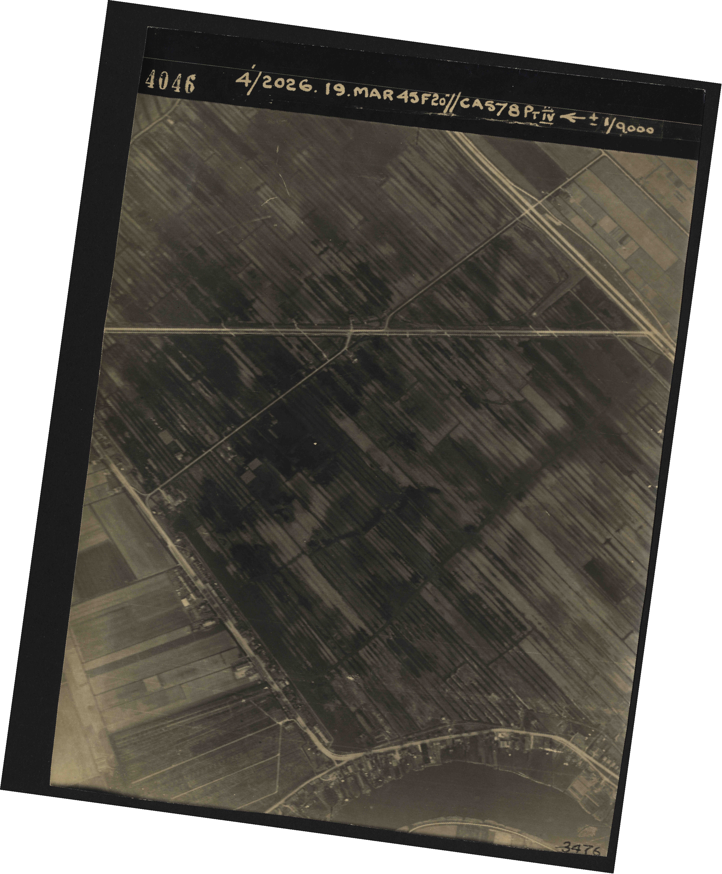 Collection RAF aerial photos 1940-1945 - flight 012, run 02, photo 4046