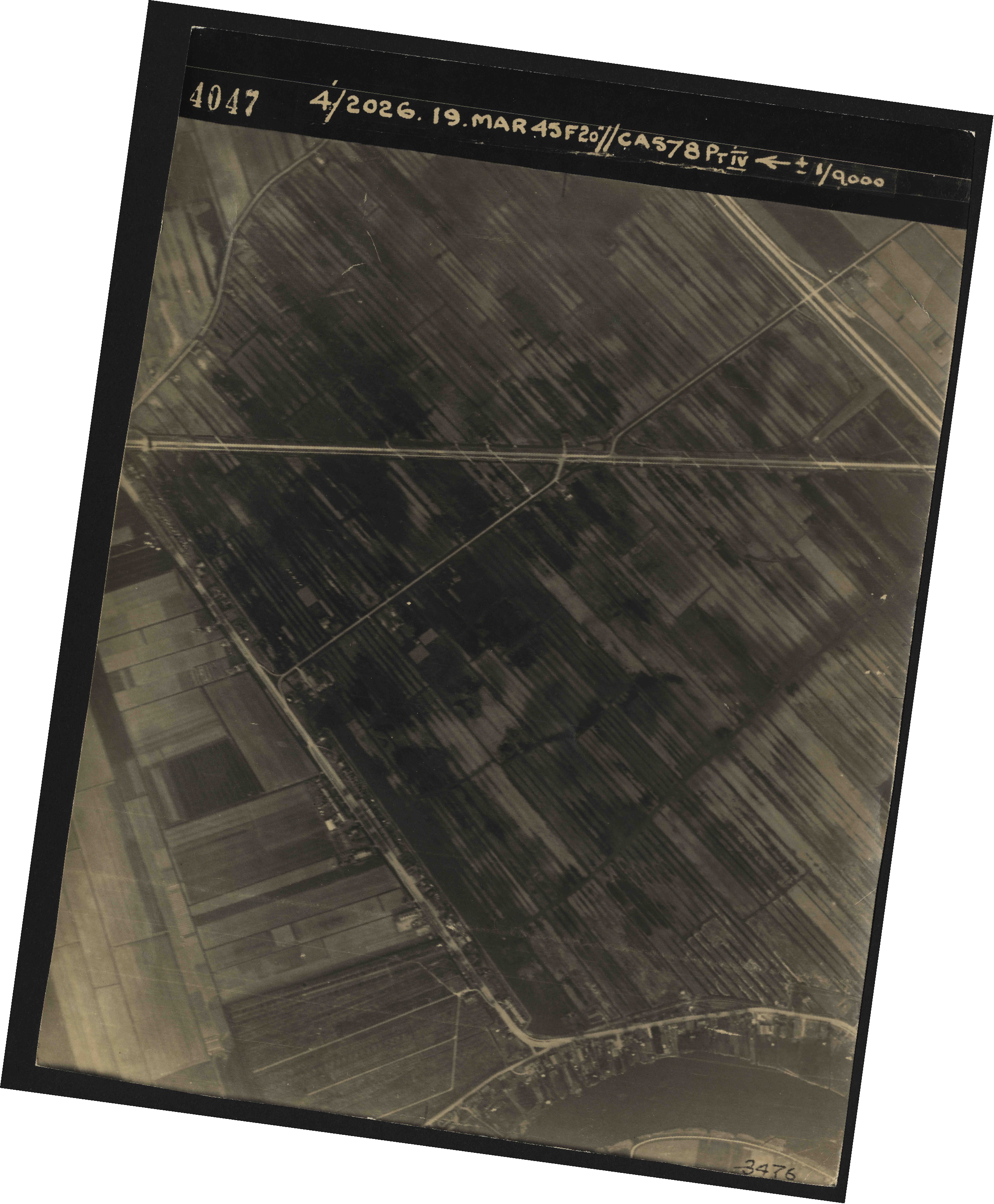 Collection RAF aerial photos 1940-1945 - flight 012, run 02, photo 4047