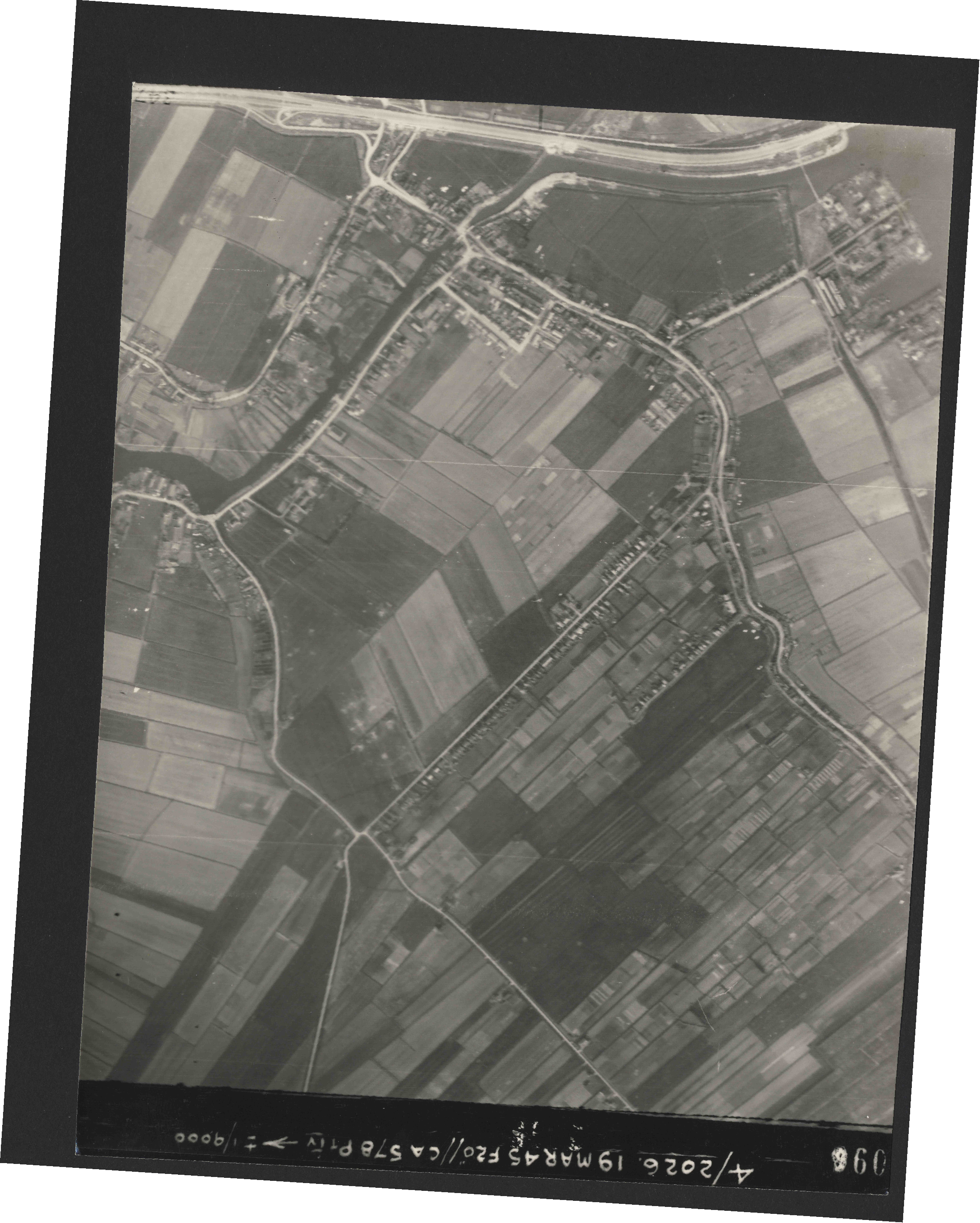 Collection RAF aerial photos 1940-1945 - flight 012, run 03, photo 3096