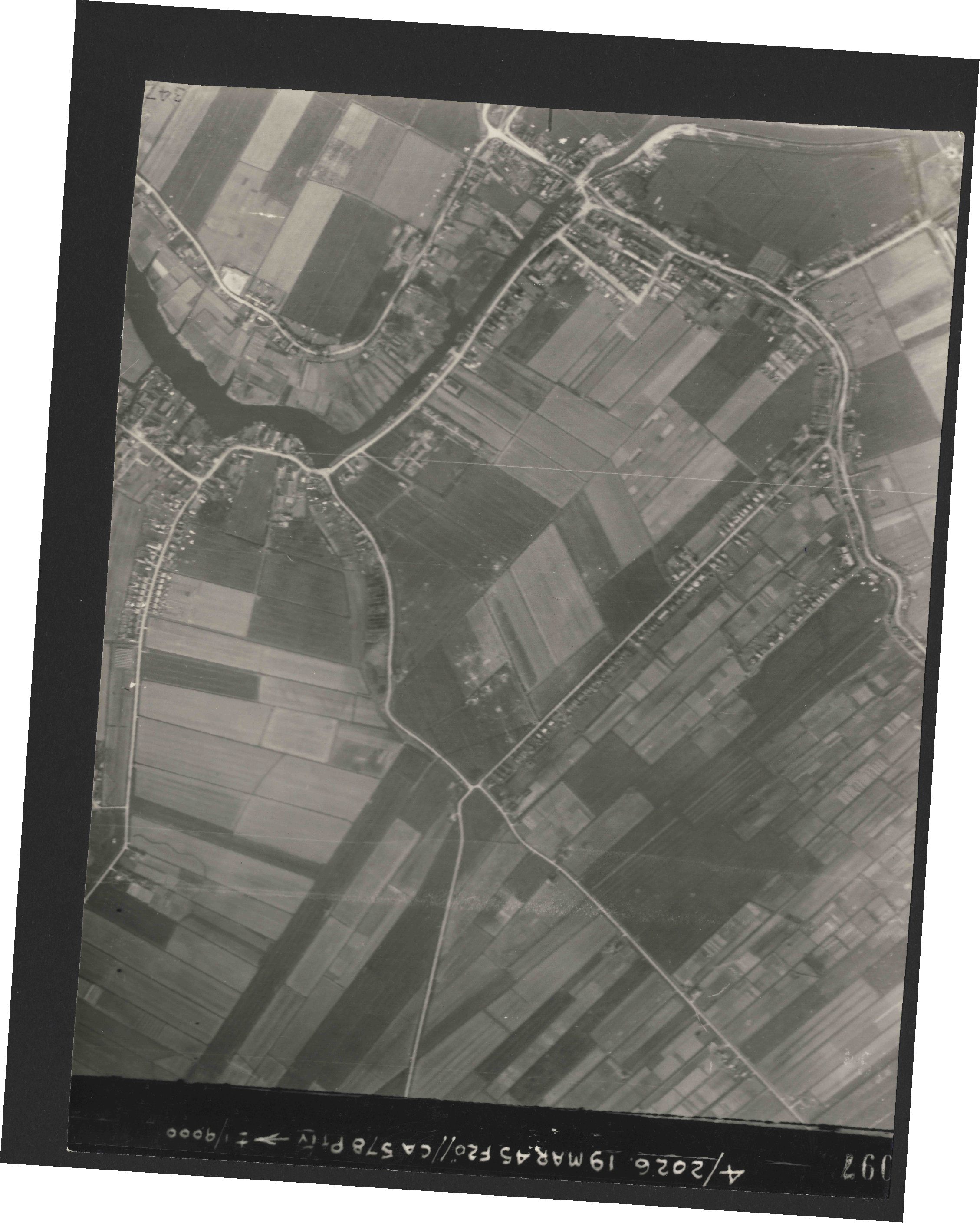 Collection RAF aerial photos 1940-1945 - flight 012, run 03, photo 3097
