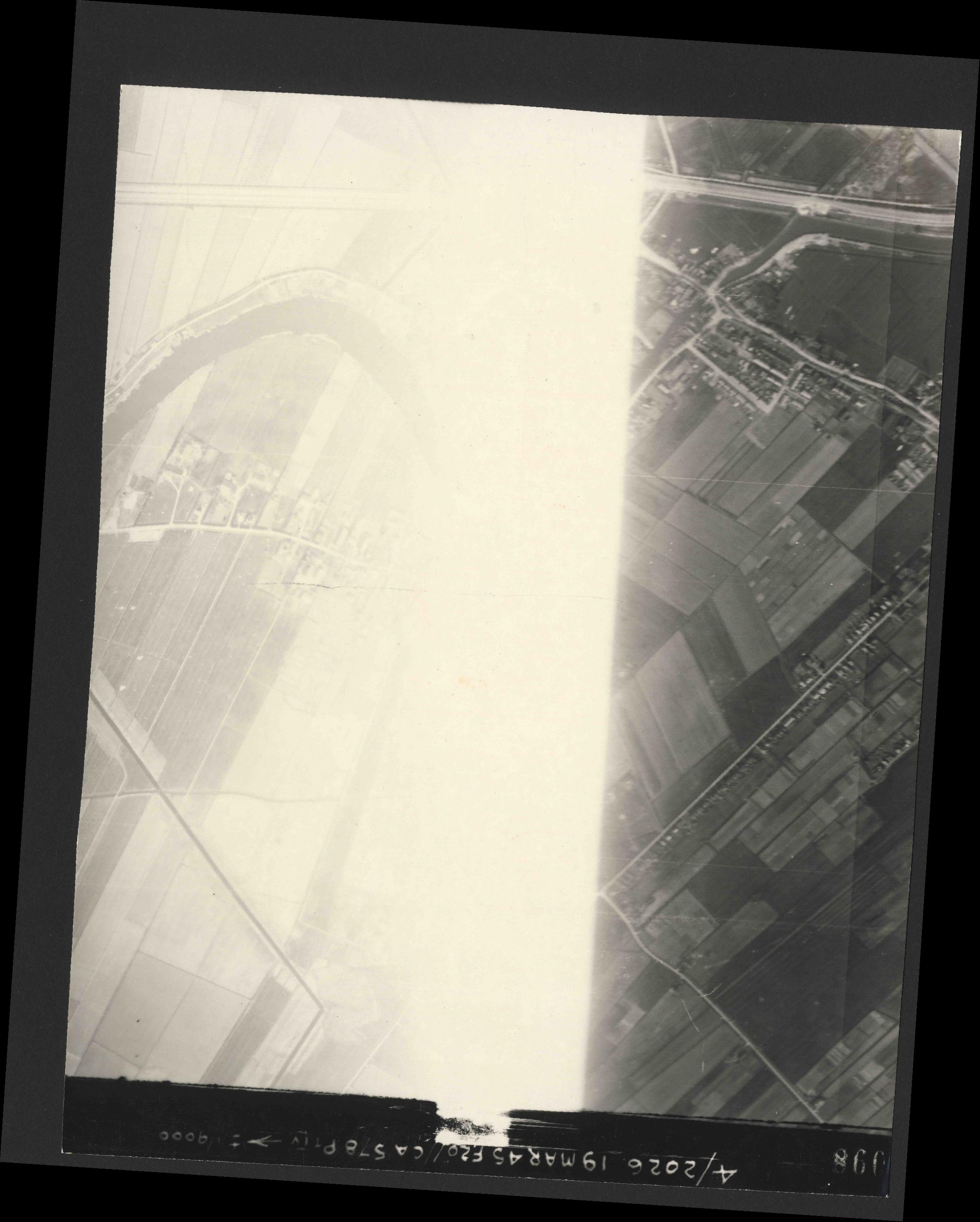 Collection RAF aerial photos 1940-1945 - flight 012, run 03, photo 3098
