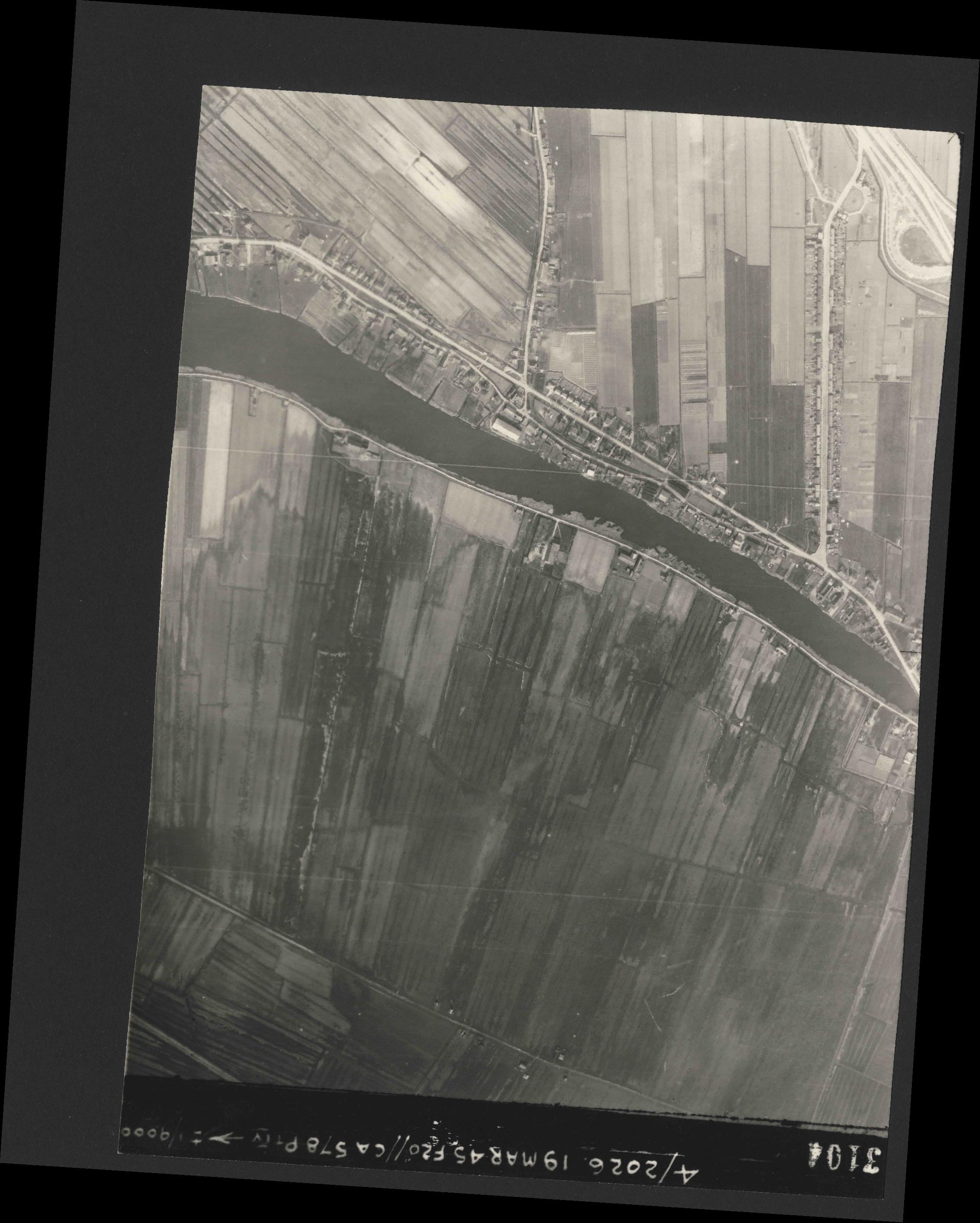 Collection RAF aerial photos 1940-1945 - flight 012, run 03, photo 3104