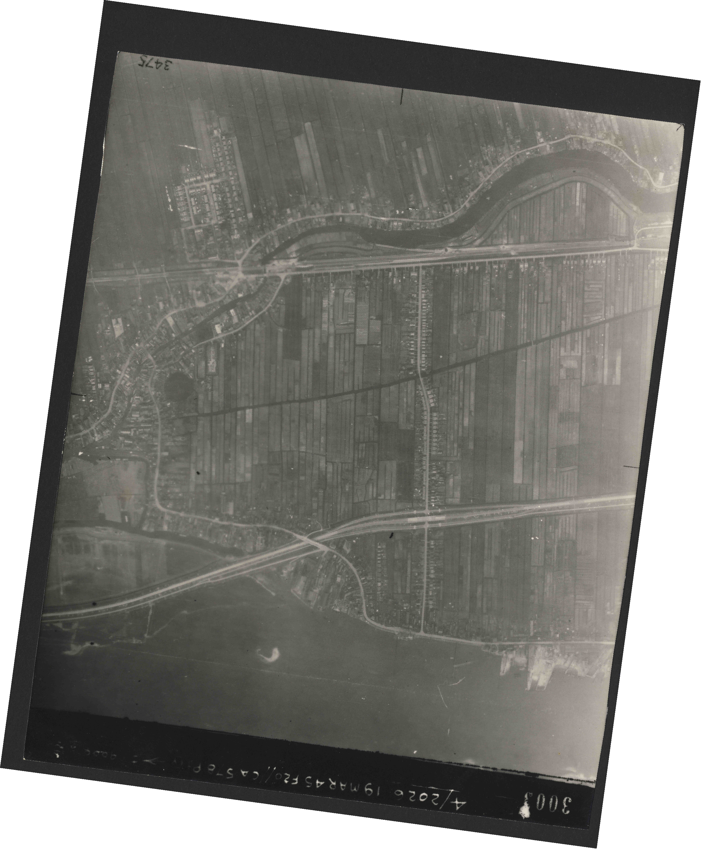 Collection RAF aerial photos 1940-1945 - flight 012, run 04, photo 3003