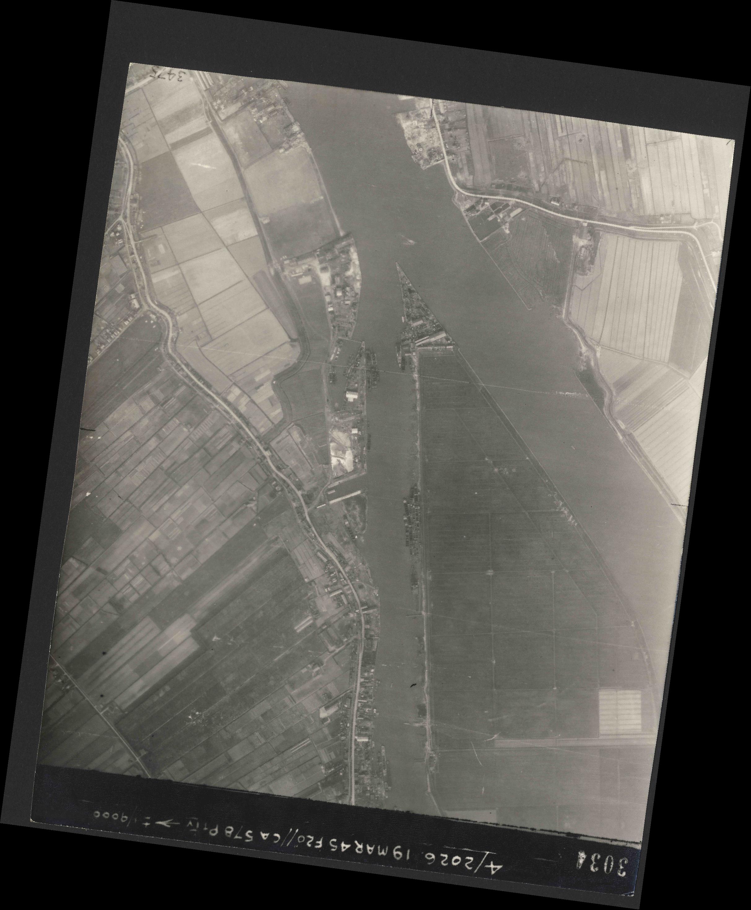 Collection RAF aerial photos 1940-1945 - flight 012, run 04, photo 3034