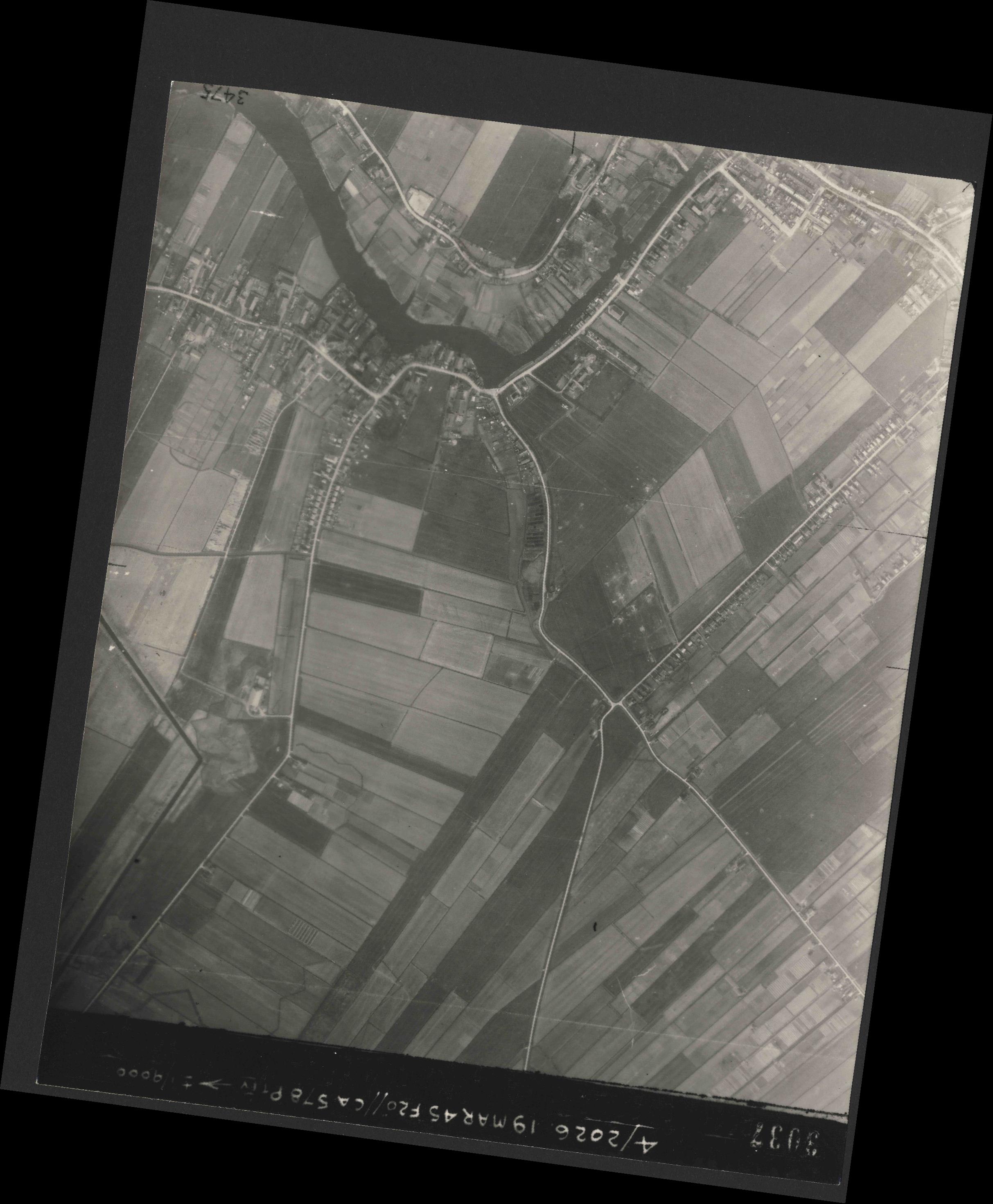 Collection RAF aerial photos 1940-1945 - flight 012, run 04, photo 3037