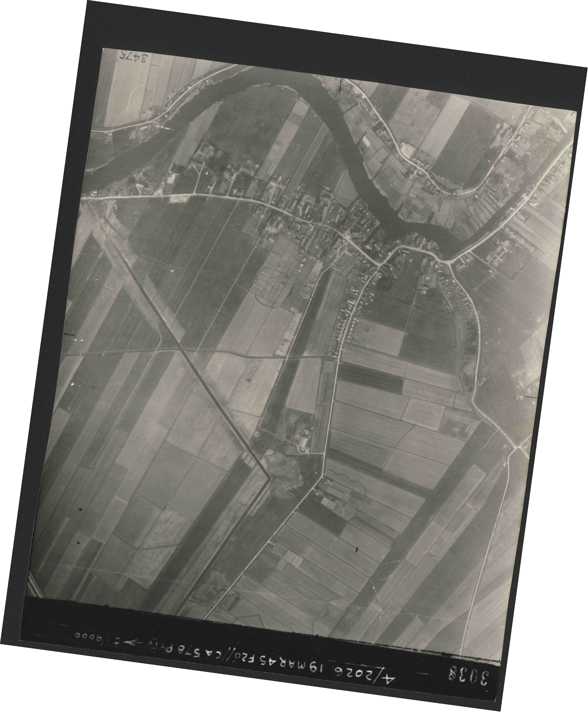 Collection RAF aerial photos 1940-1945 - flight 012, run 04, photo 3038