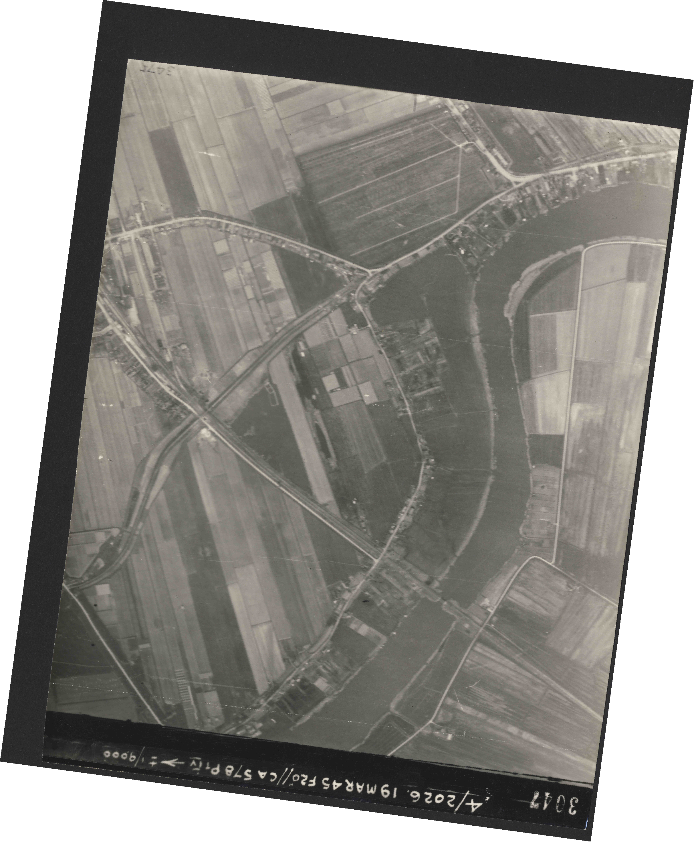Collection RAF aerial photos 1940-1945 - flight 012, run 04, photo 3047