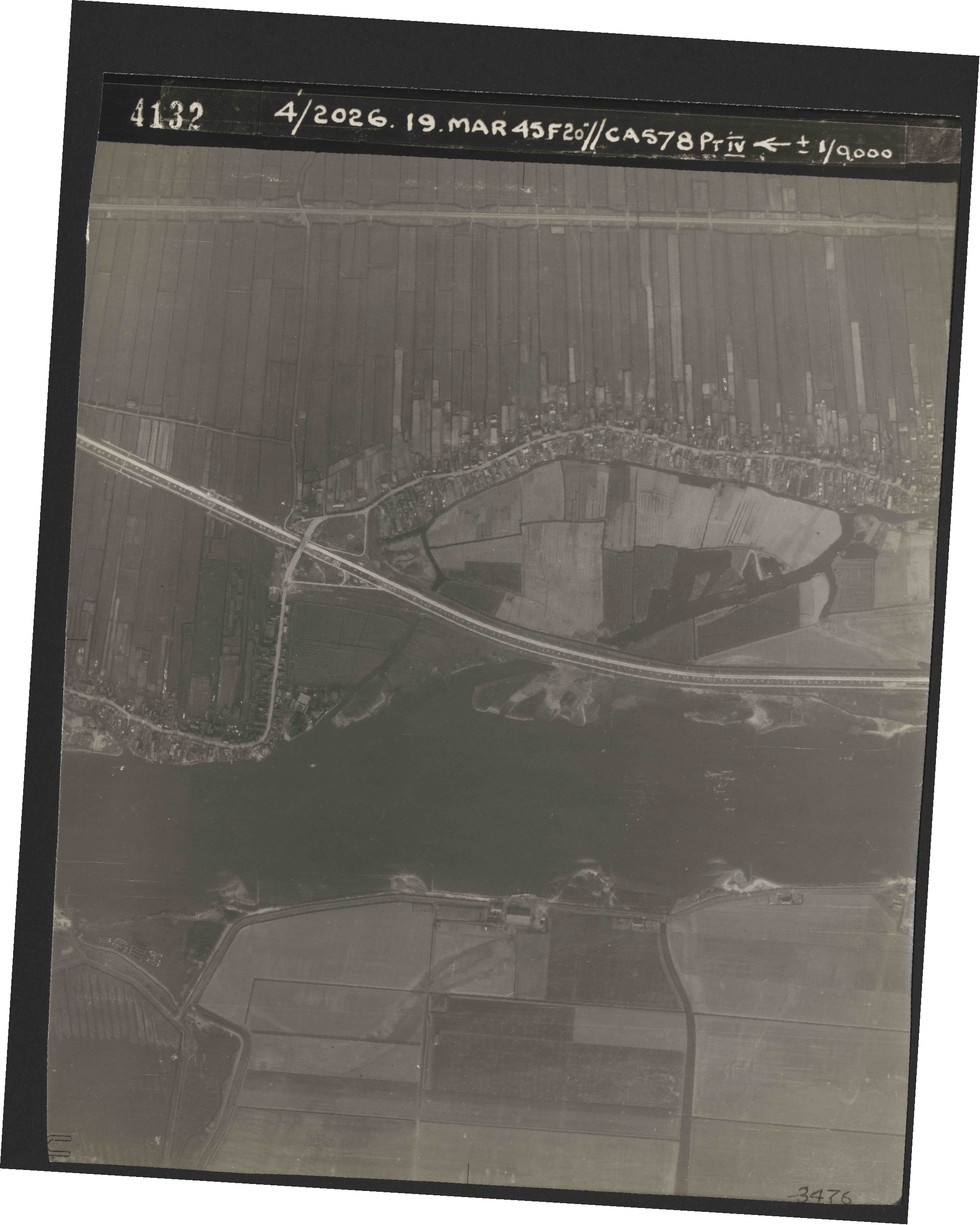 Collection RAF aerial photos 1940-1945 - flight 012, run 05, photo 4132