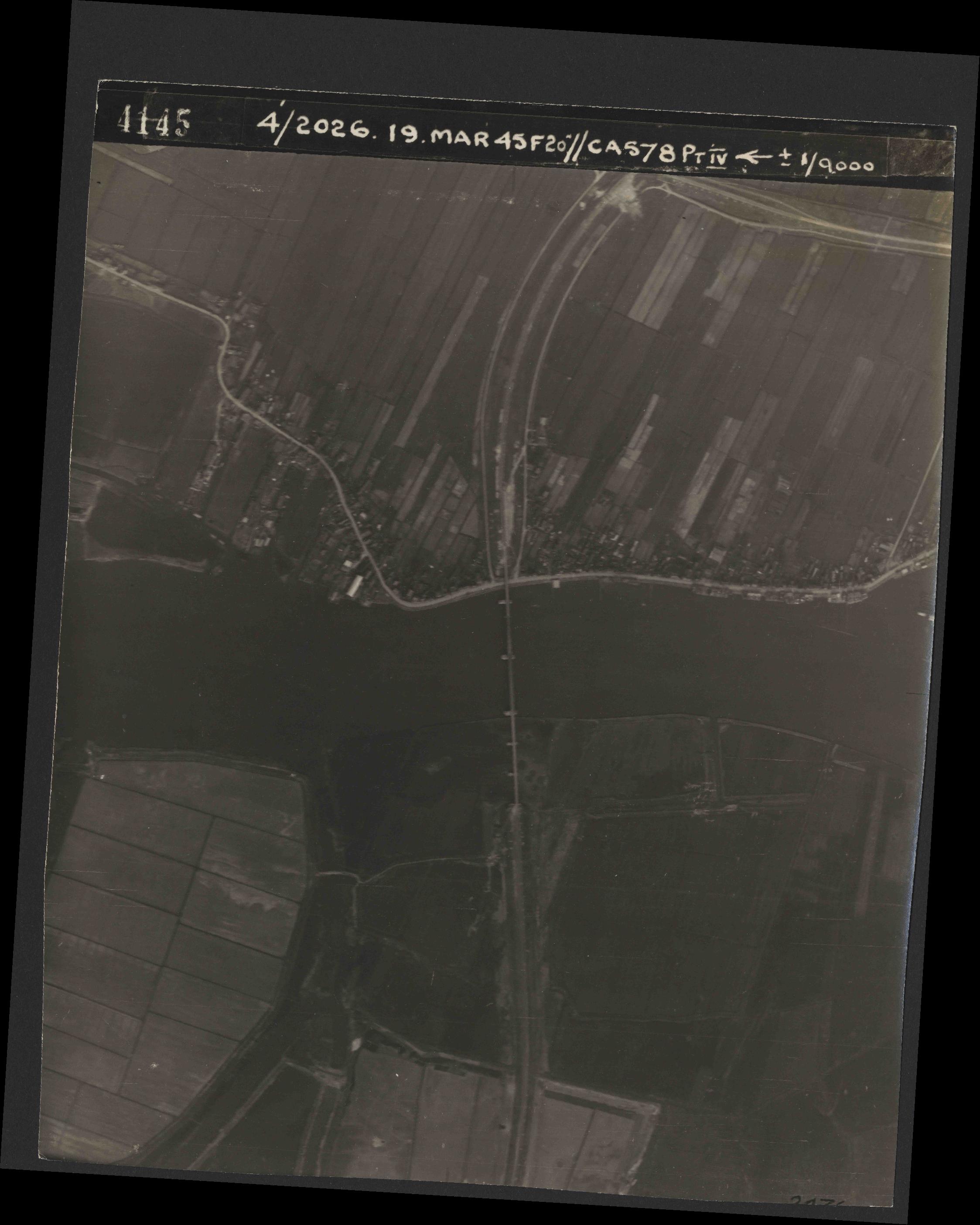 Collection RAF aerial photos 1940-1945 - flight 012, run 05, photo 4145