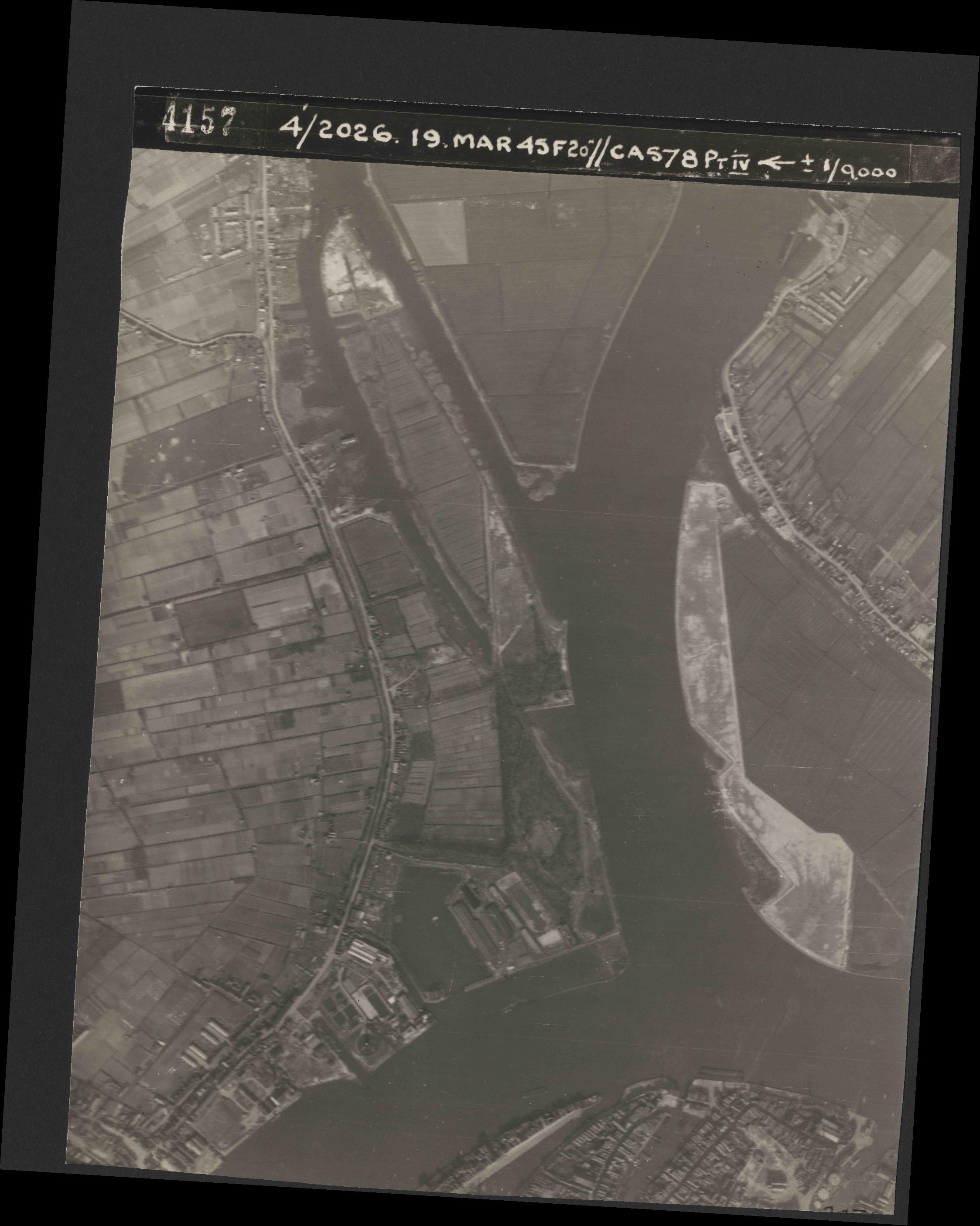 Collection RAF aerial photos 1940-1945 - flight 012, run 05, photo 4157