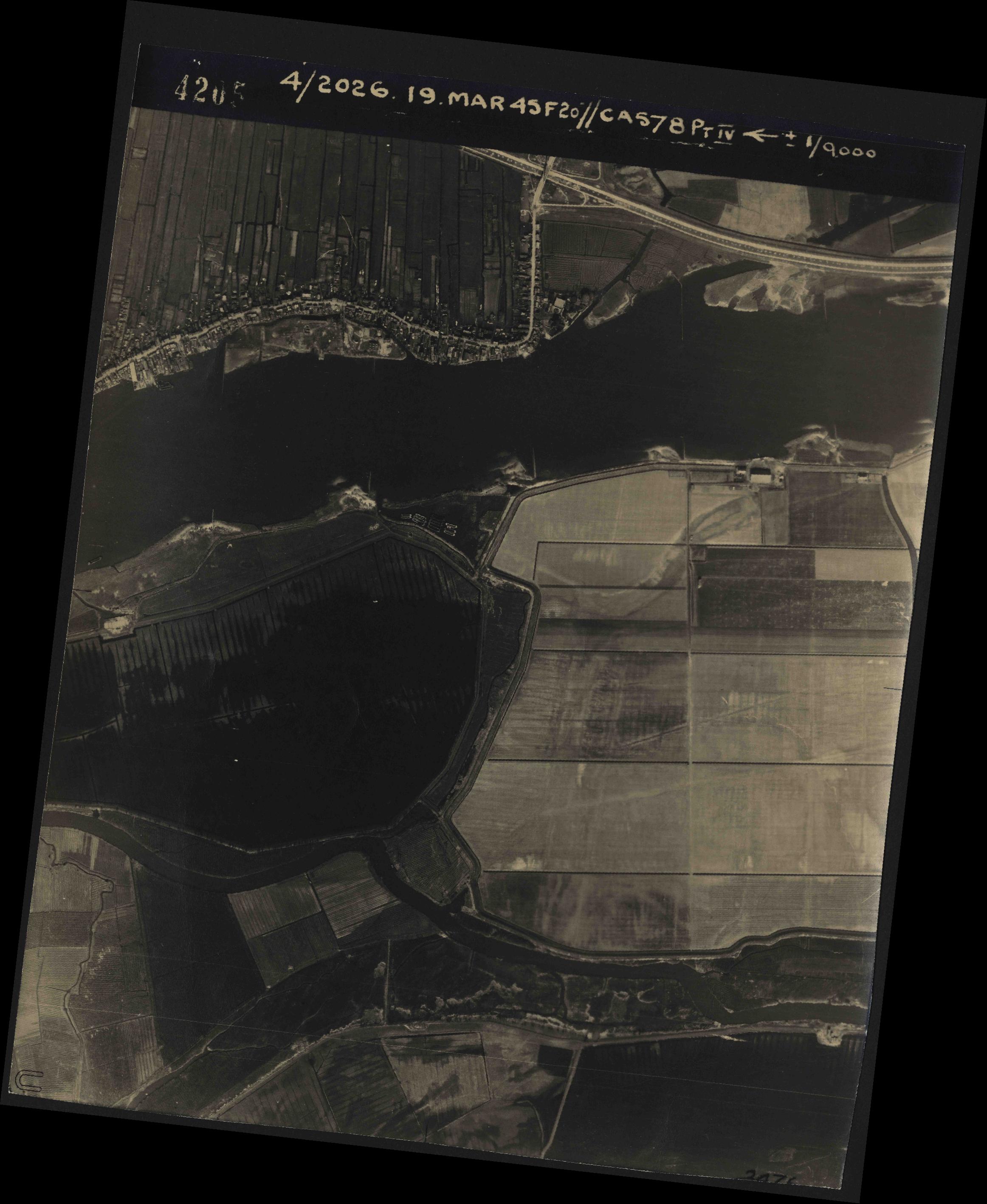 Collection RAF aerial photos 1940-1945 - flight 012, run 06, photo 4205