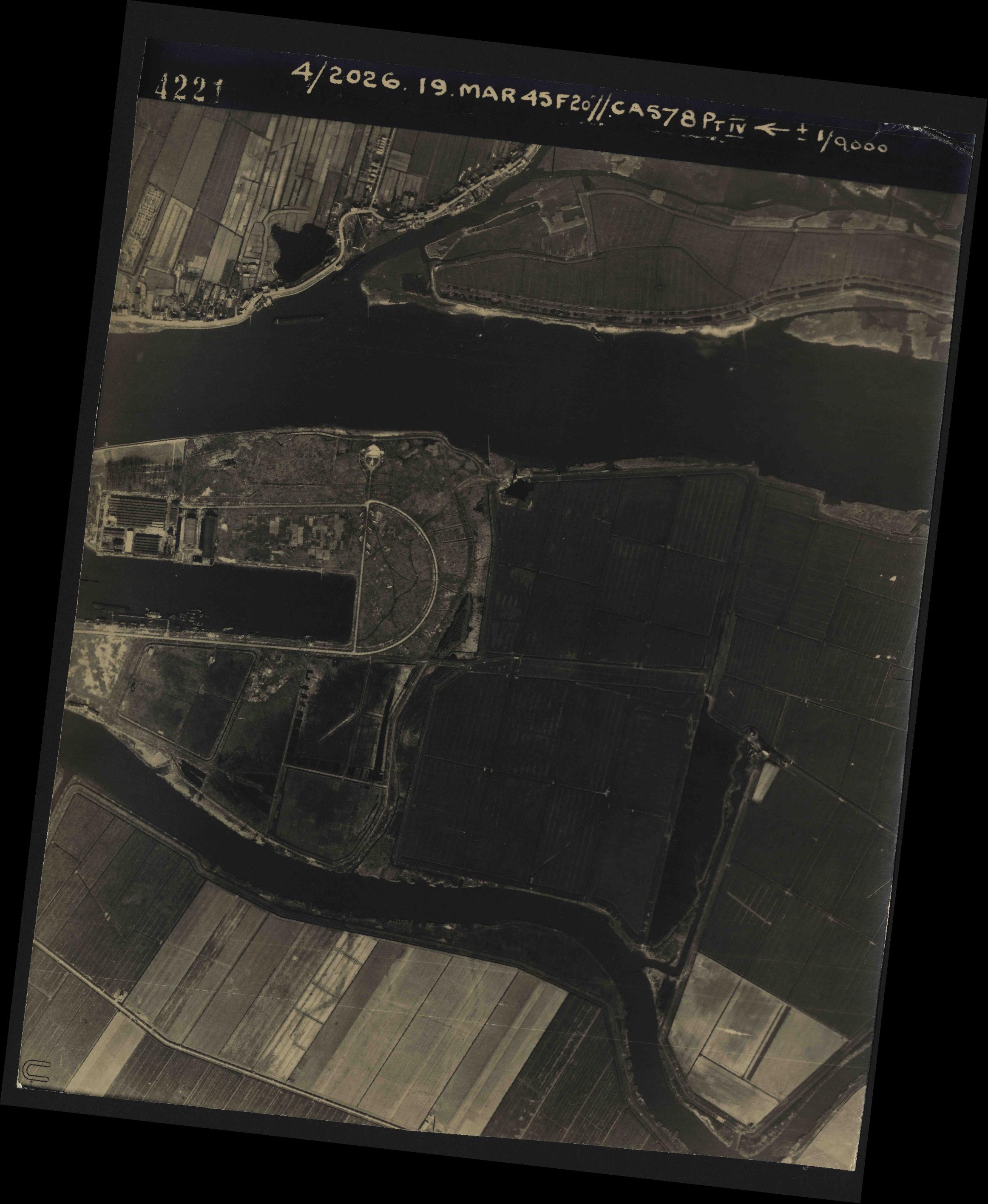 Collection RAF aerial photos 1940-1945 - flight 012, run 06, photo 4221
