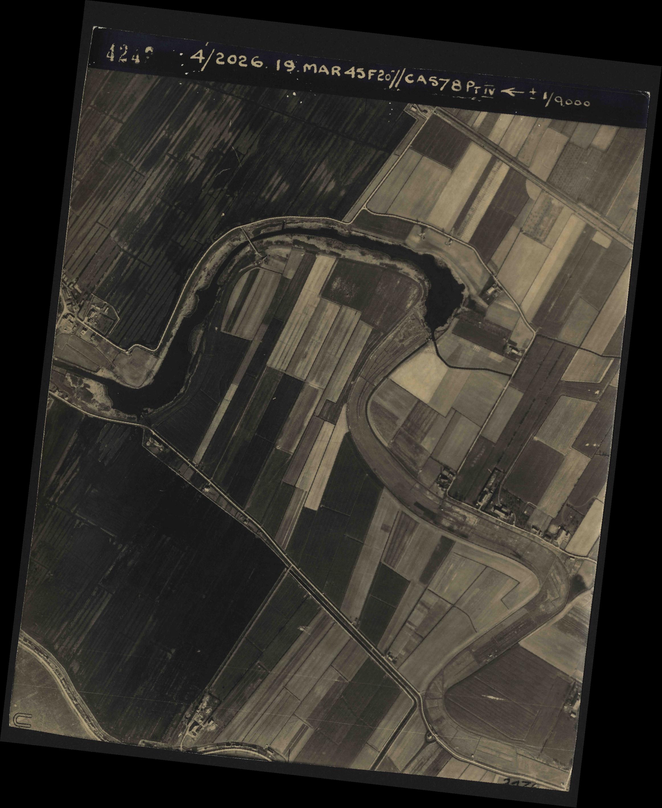 Collection RAF aerial photos 1940-1945 - flight 012, run 06, photo 4242