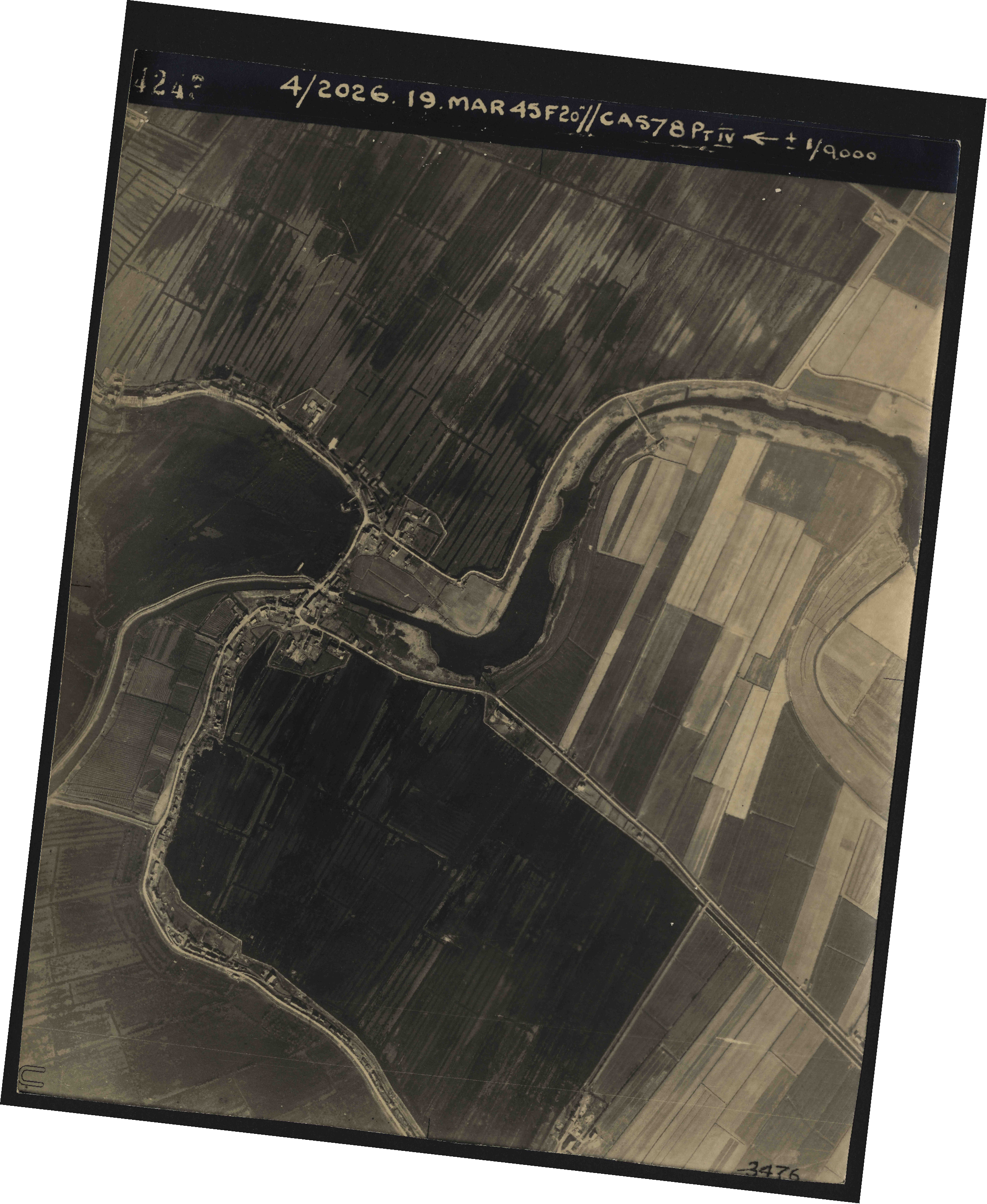 Collection RAF aerial photos 1940-1945 - flight 012, run 06, photo 4243