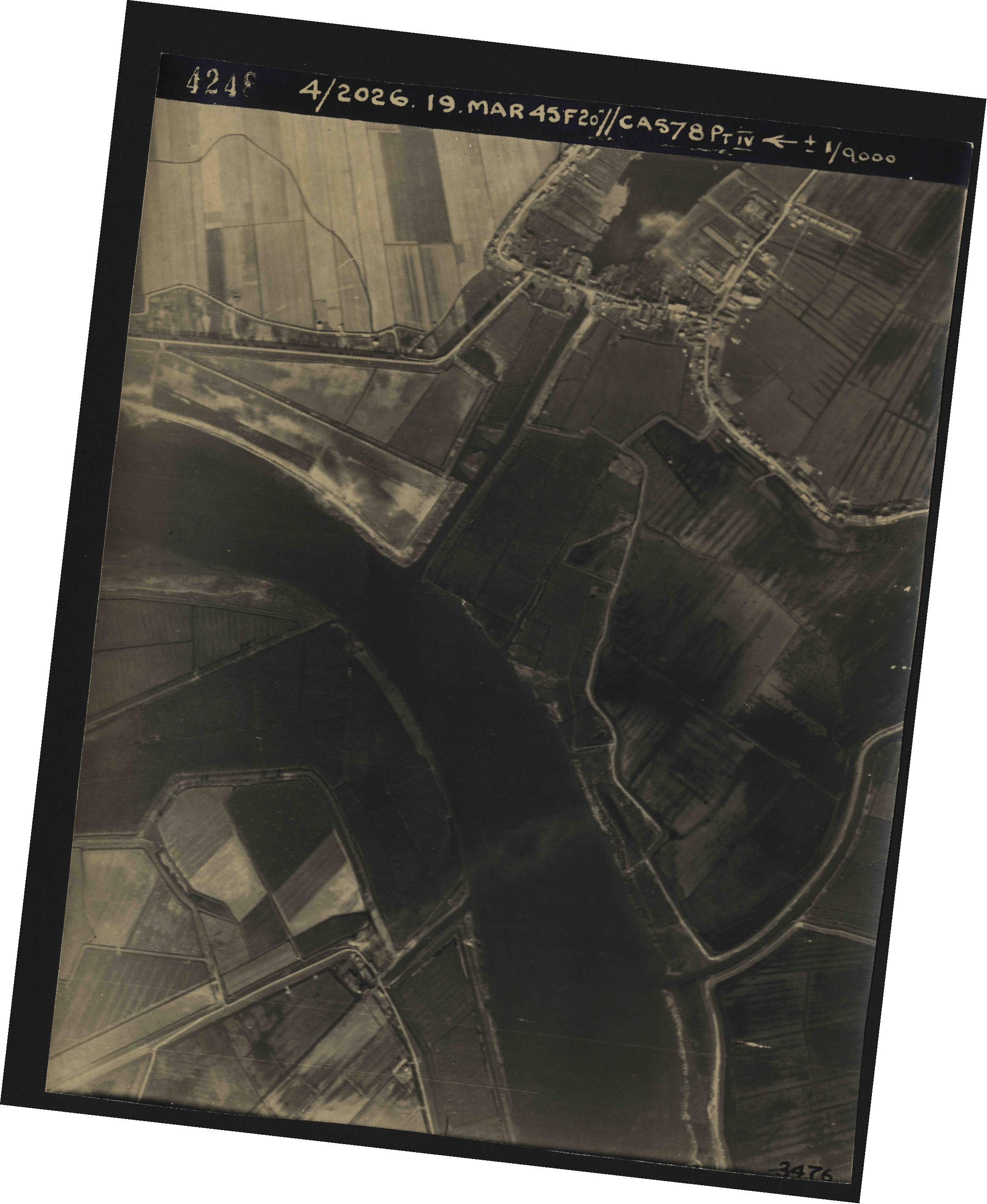 Collection RAF aerial photos 1940-1945 - flight 012, run 06, photo 4248