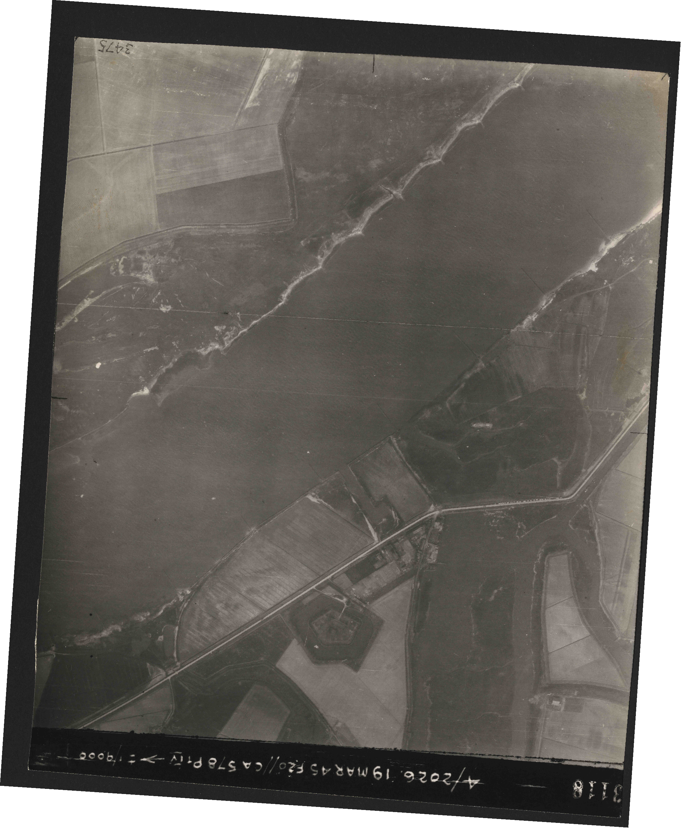 Collection RAF aerial photos 1940-1945 - flight 012, run 07, photo 3118