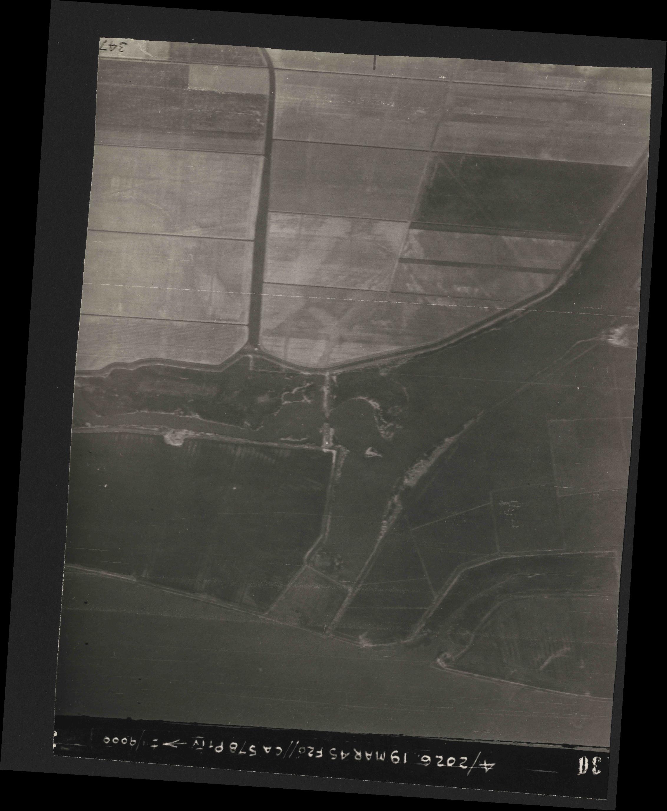 Collection RAF aerial photos 1940-1945 - flight 012, run 07, photo 3130