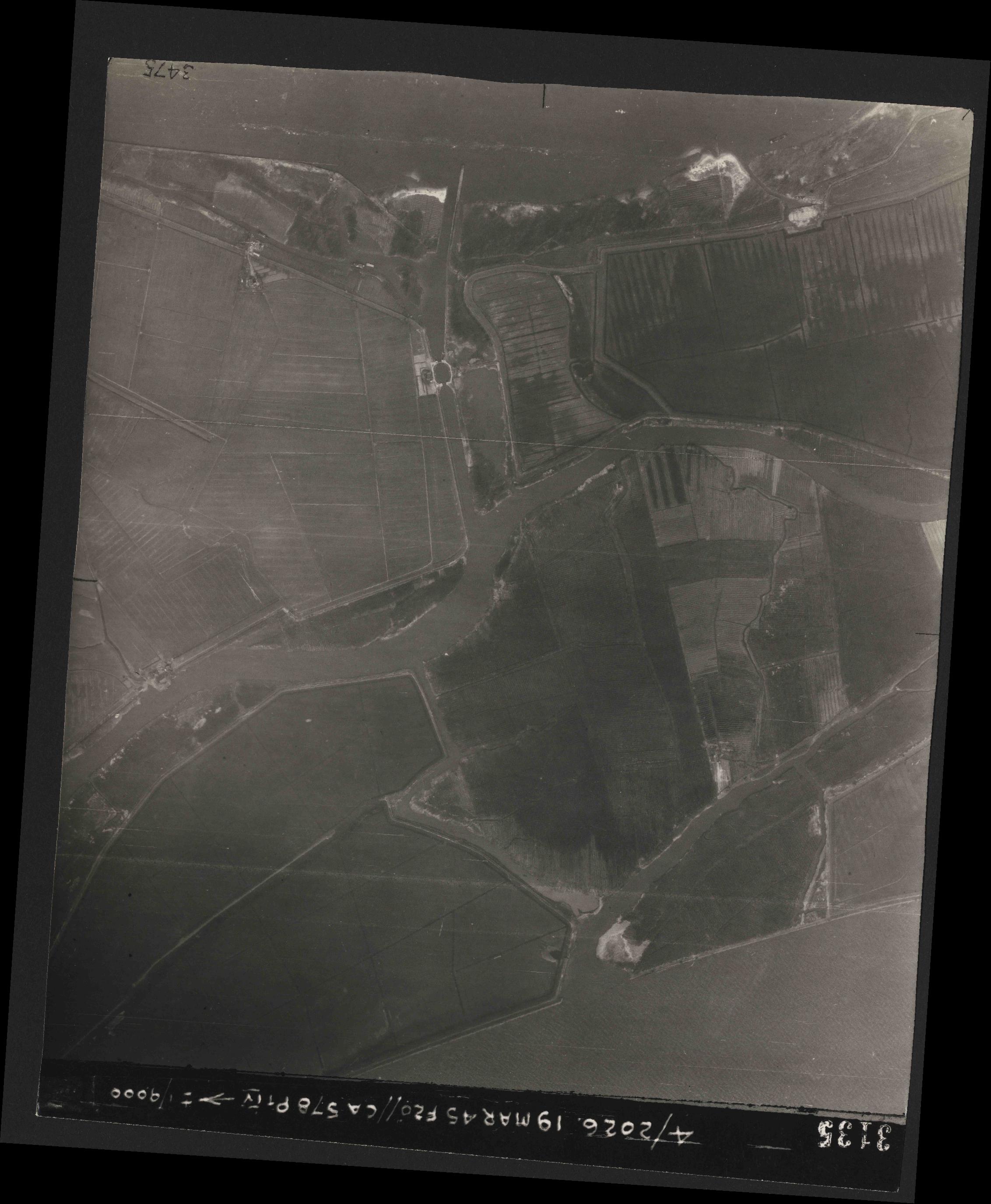 Collection RAF aerial photos 1940-1945 - flight 012, run 07, photo 3135